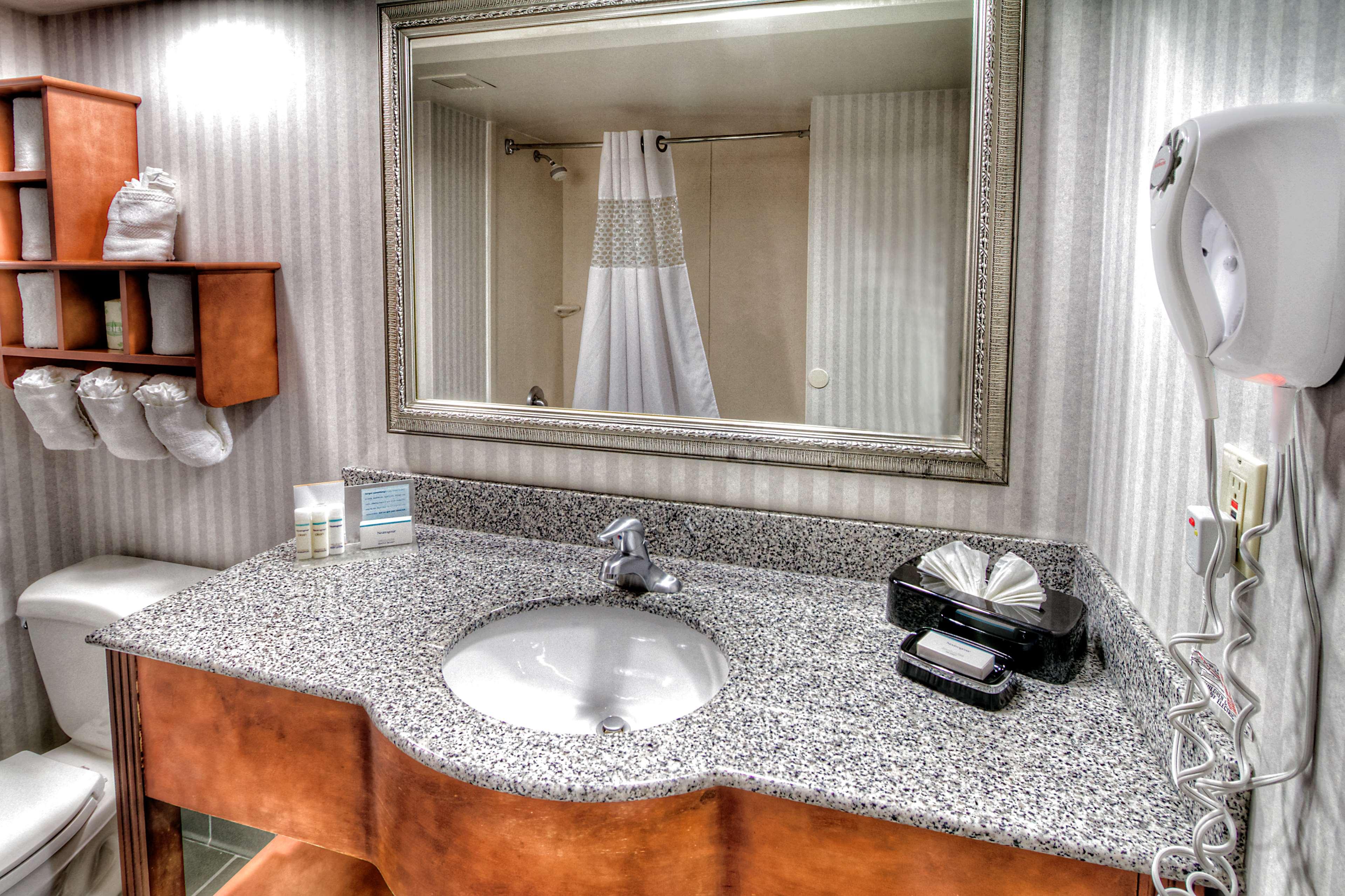 Hampton Inn Goldsboro image 32