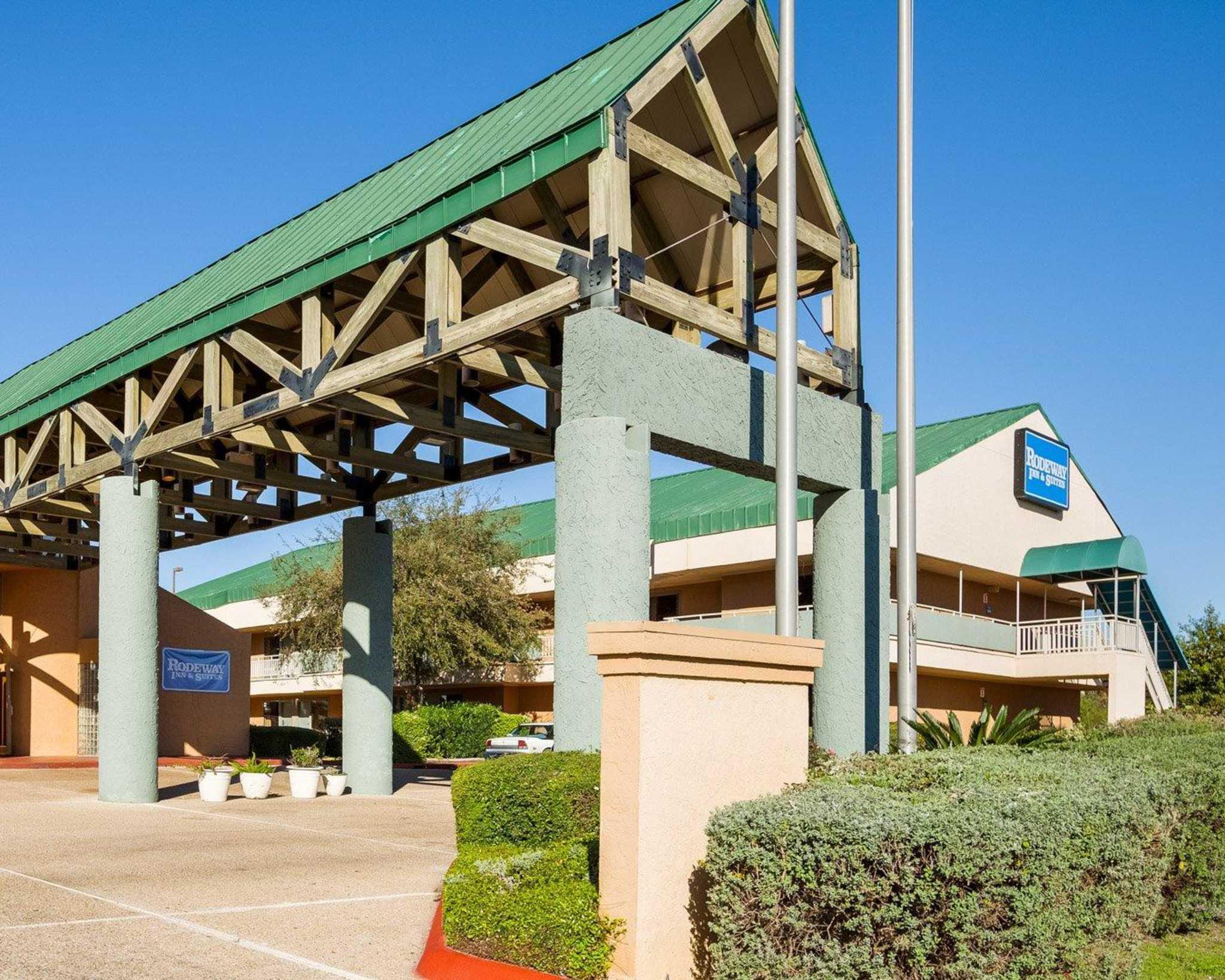 Rodeway Inn & Suites Fiesta Park image 4