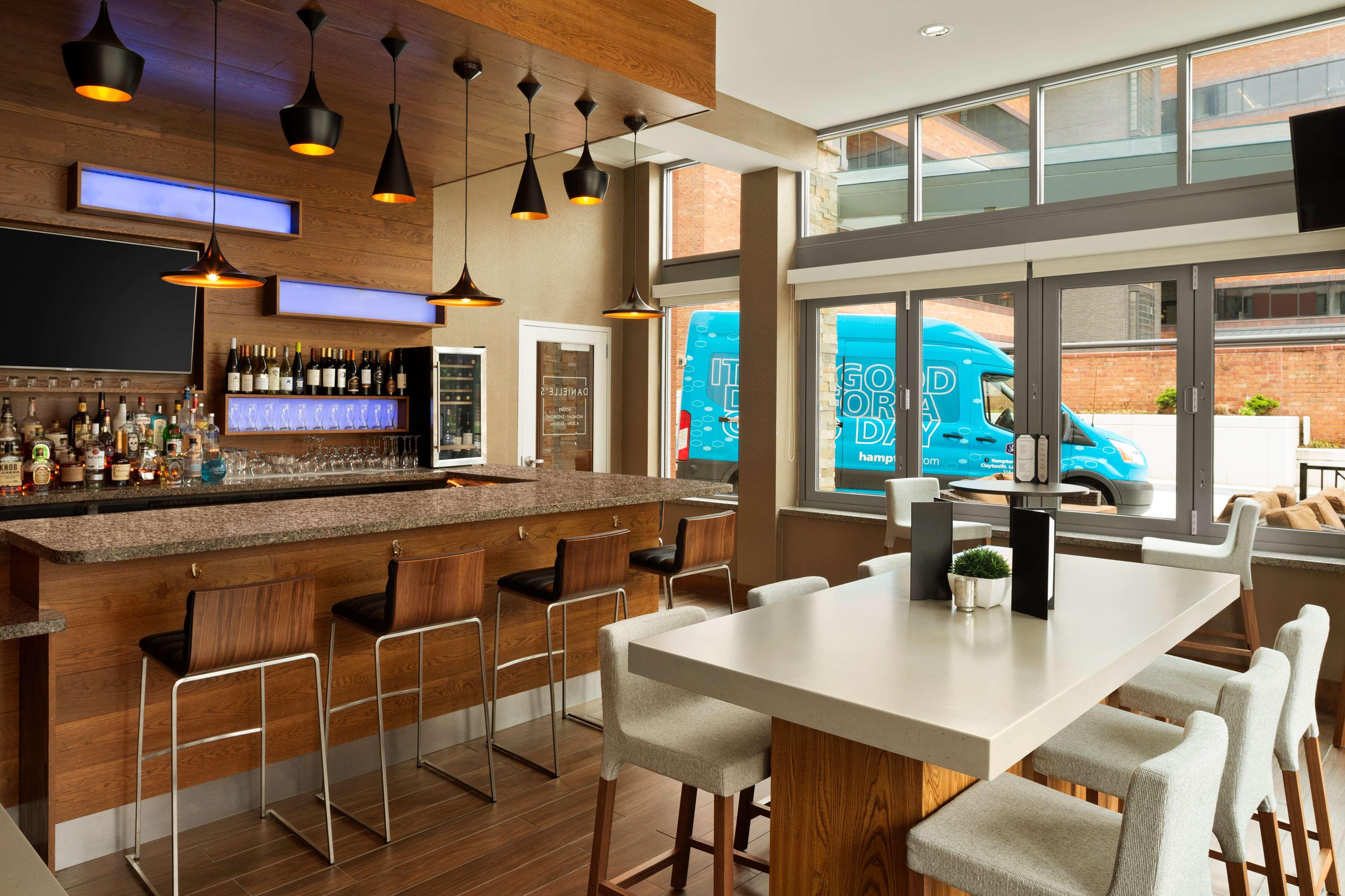 Hampton Inn and Suites Clayton/St Louis-Galleria Area image 35