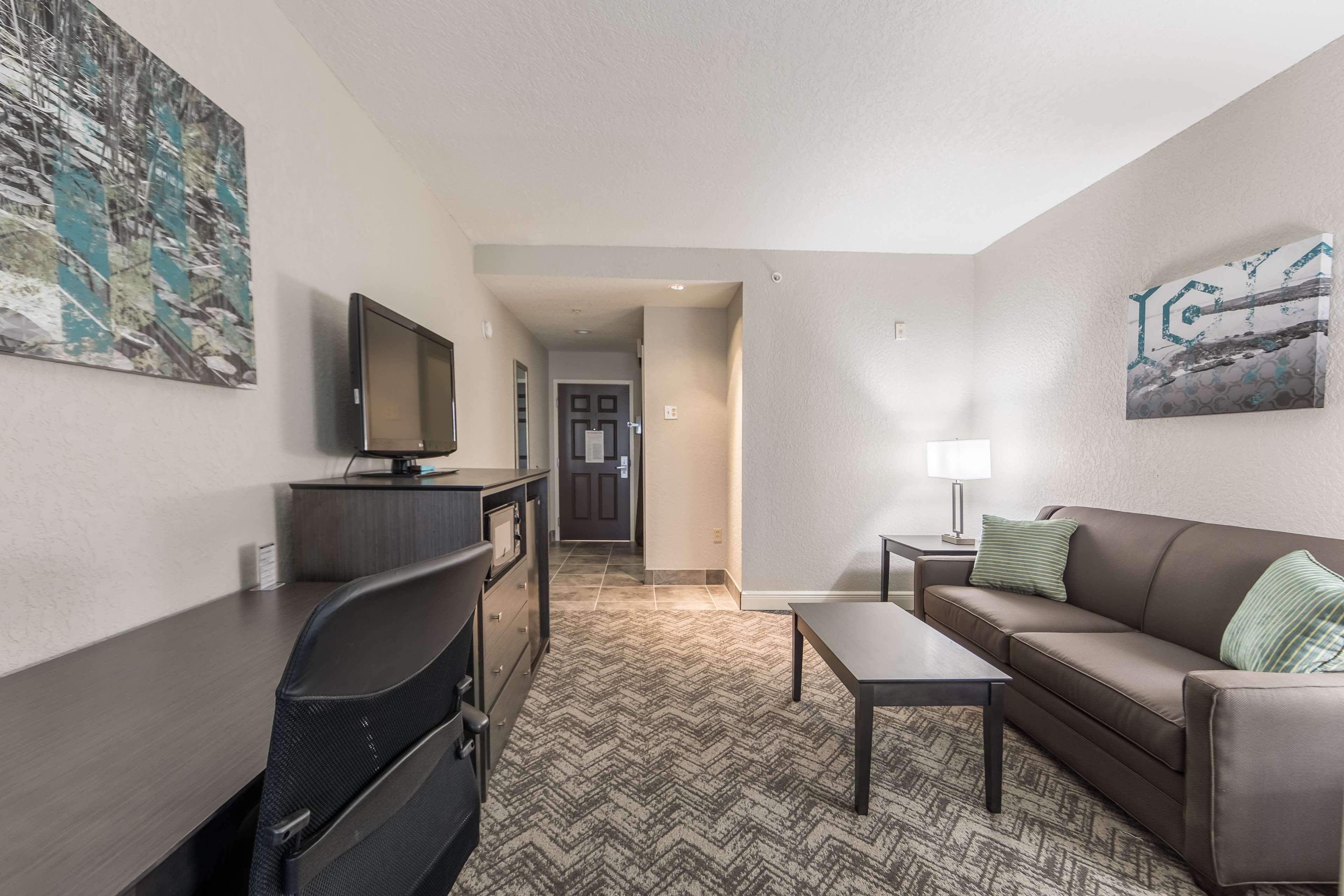 Best Western Plus Sebastian Hotel & Suites image 29