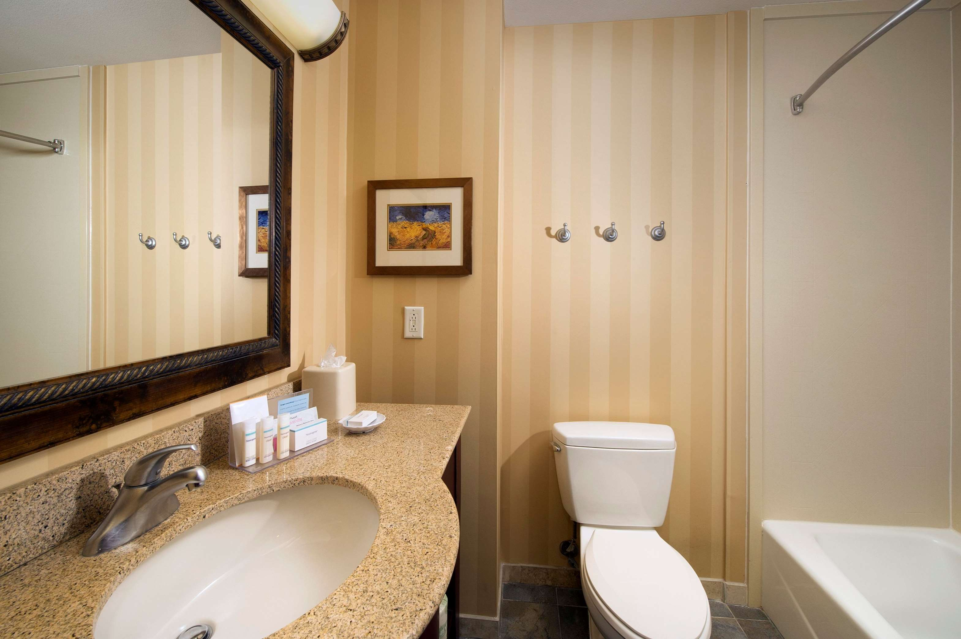 Hampton Inn & Suites San Antonio-Airport image 22