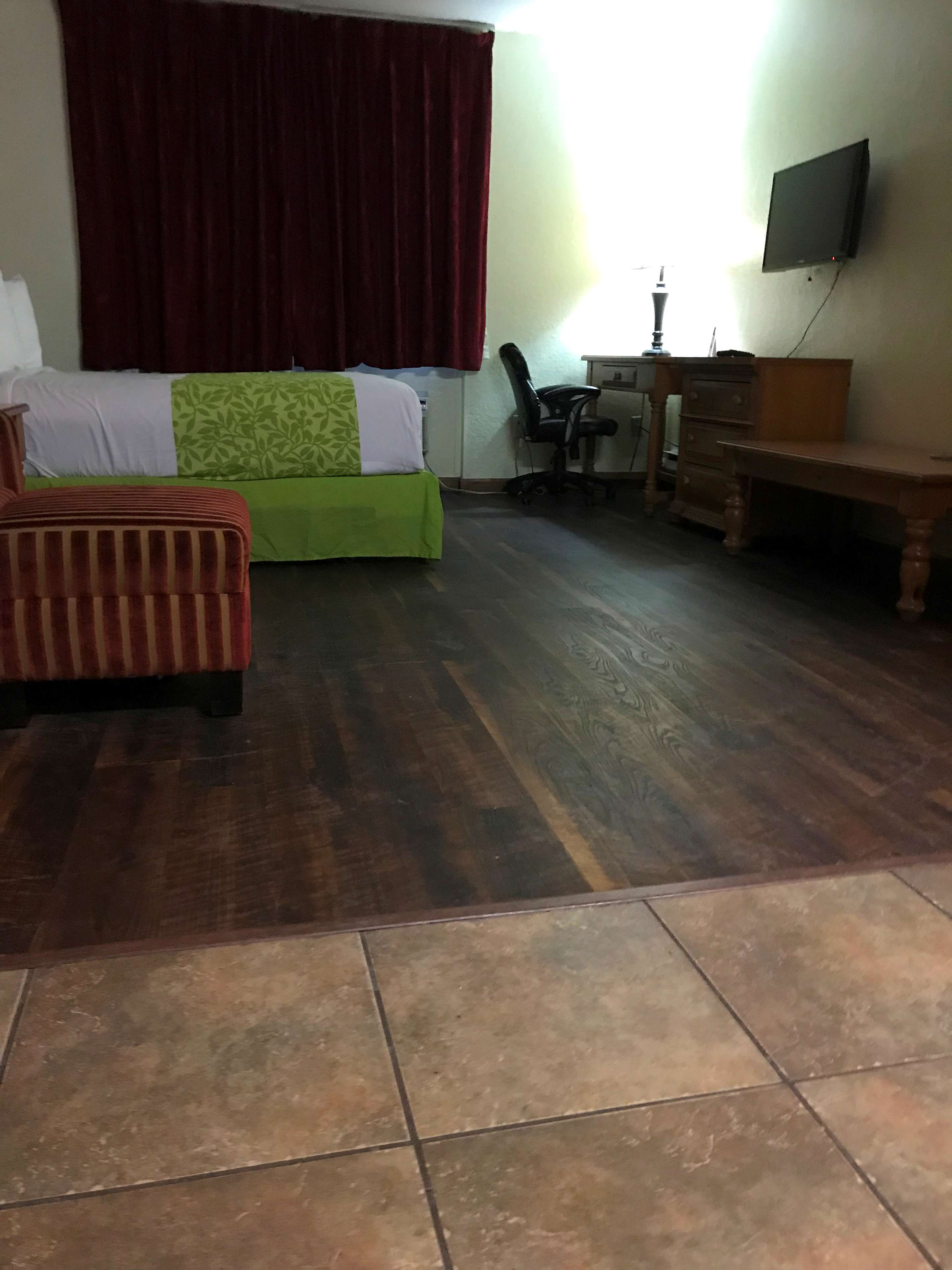 Americas Best Value Inn-Executive Suites / Airport Anchorage image 9