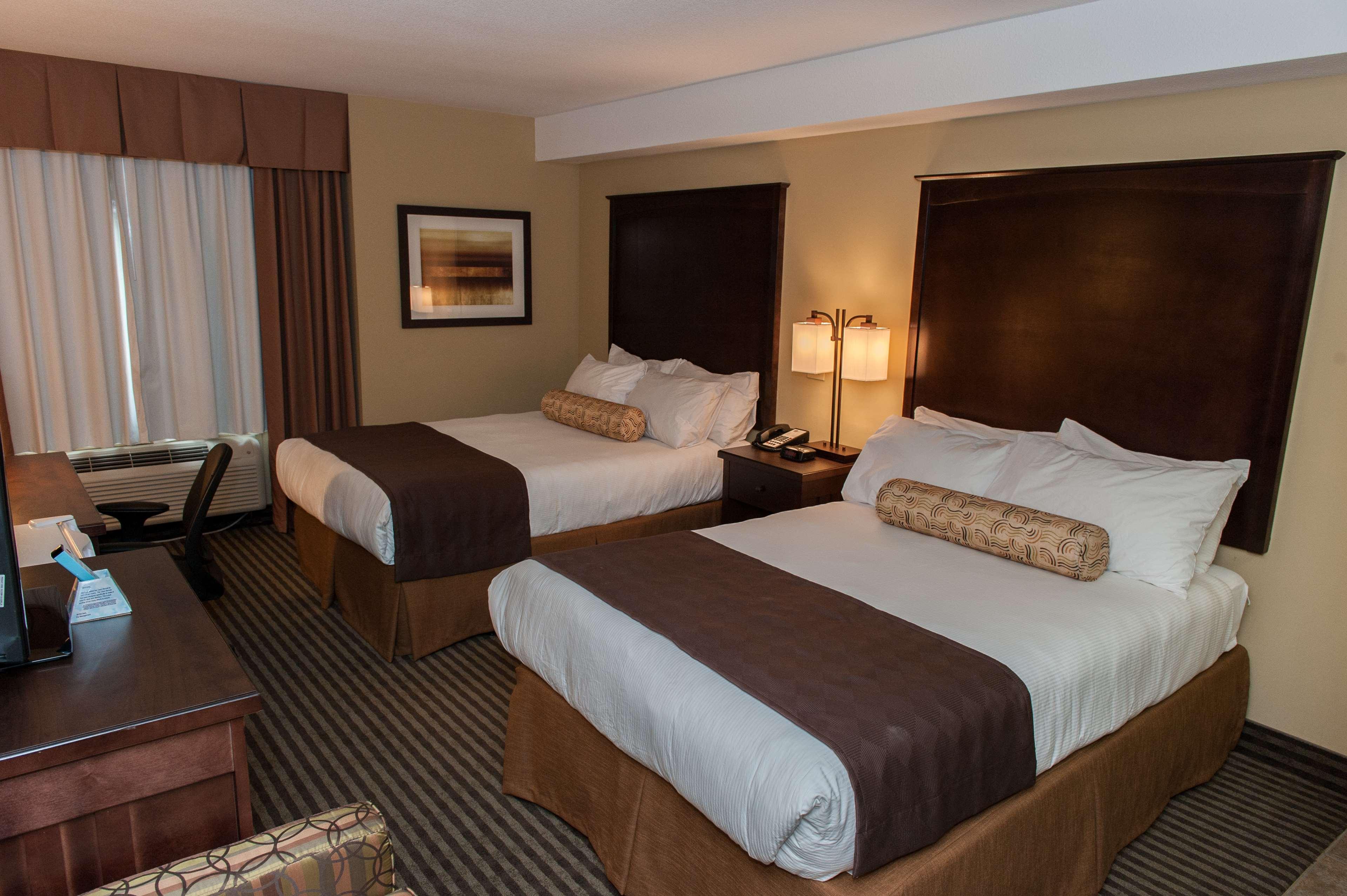 Best Western Maple Ridge Hotel in Maple Ridge: Two Queen Guest Room