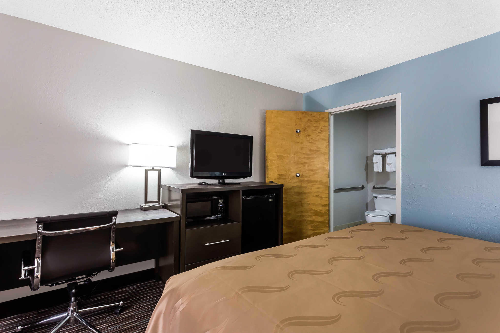 Quality Inn & Suites Mooresville-Lake Norman image 9