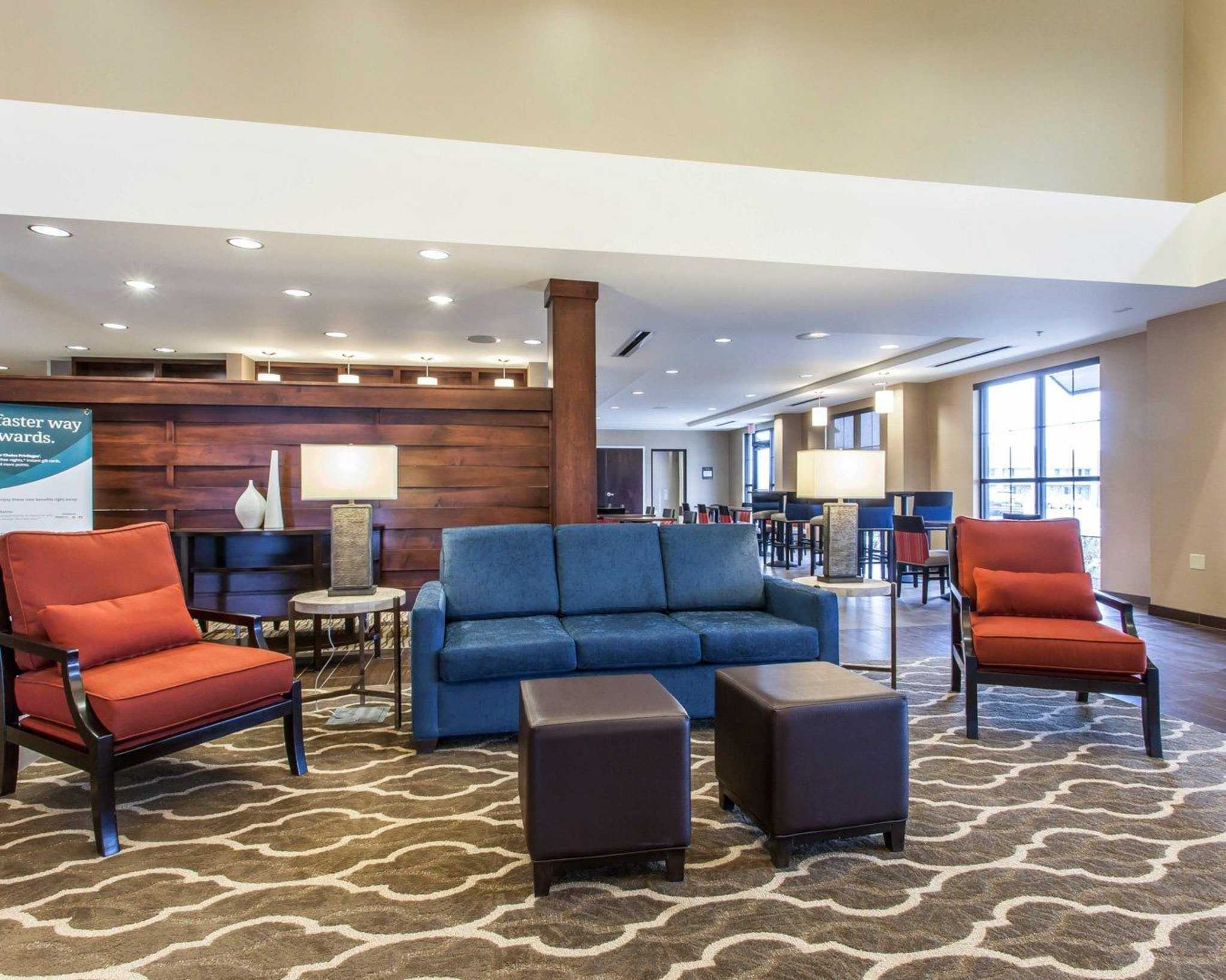 Comfort Suites Youngstown North image 17