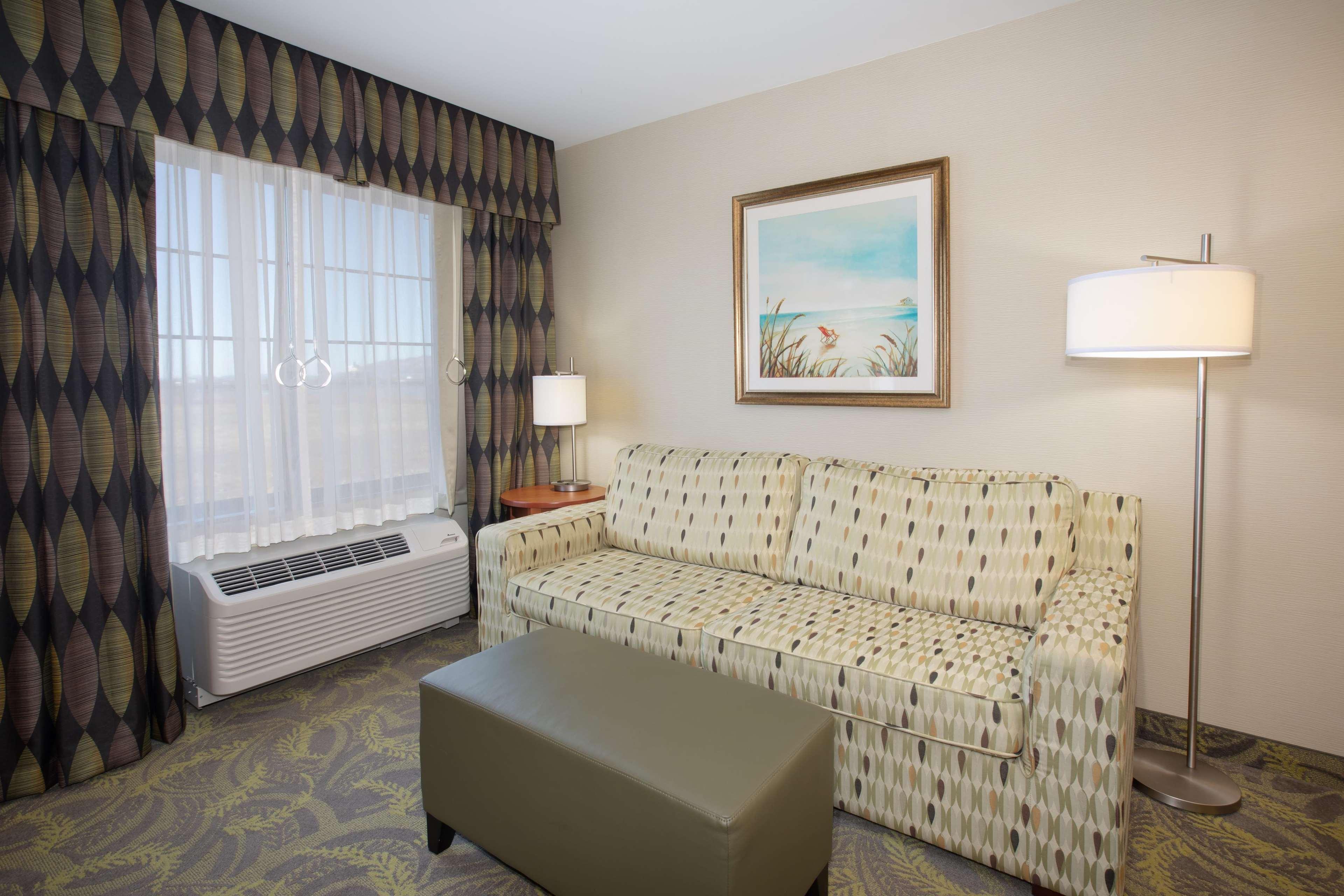 Hampton Inn & Suites Astoria image 61
