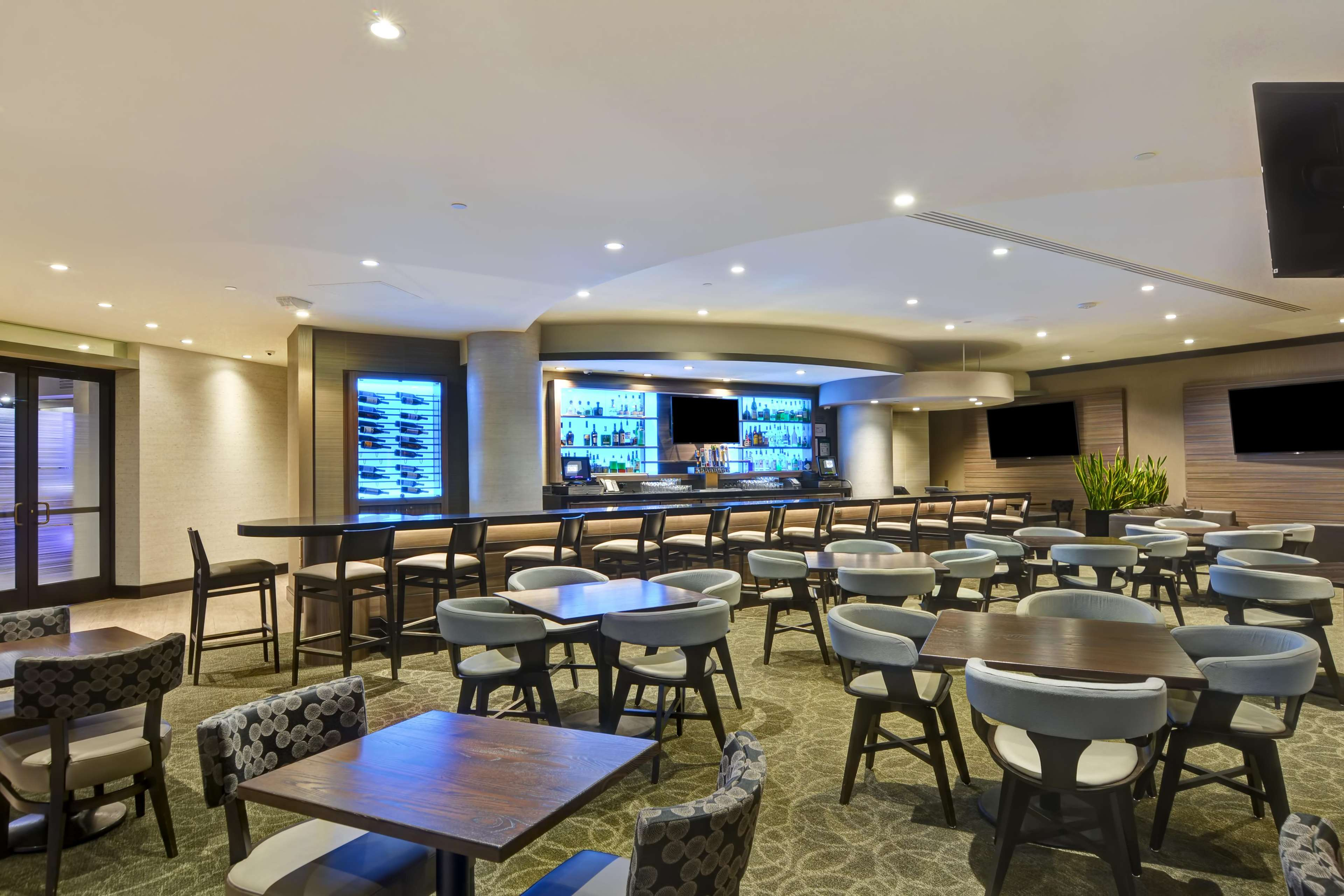 DoubleTree by Hilton Hotel Pleasanton at the Club image 11