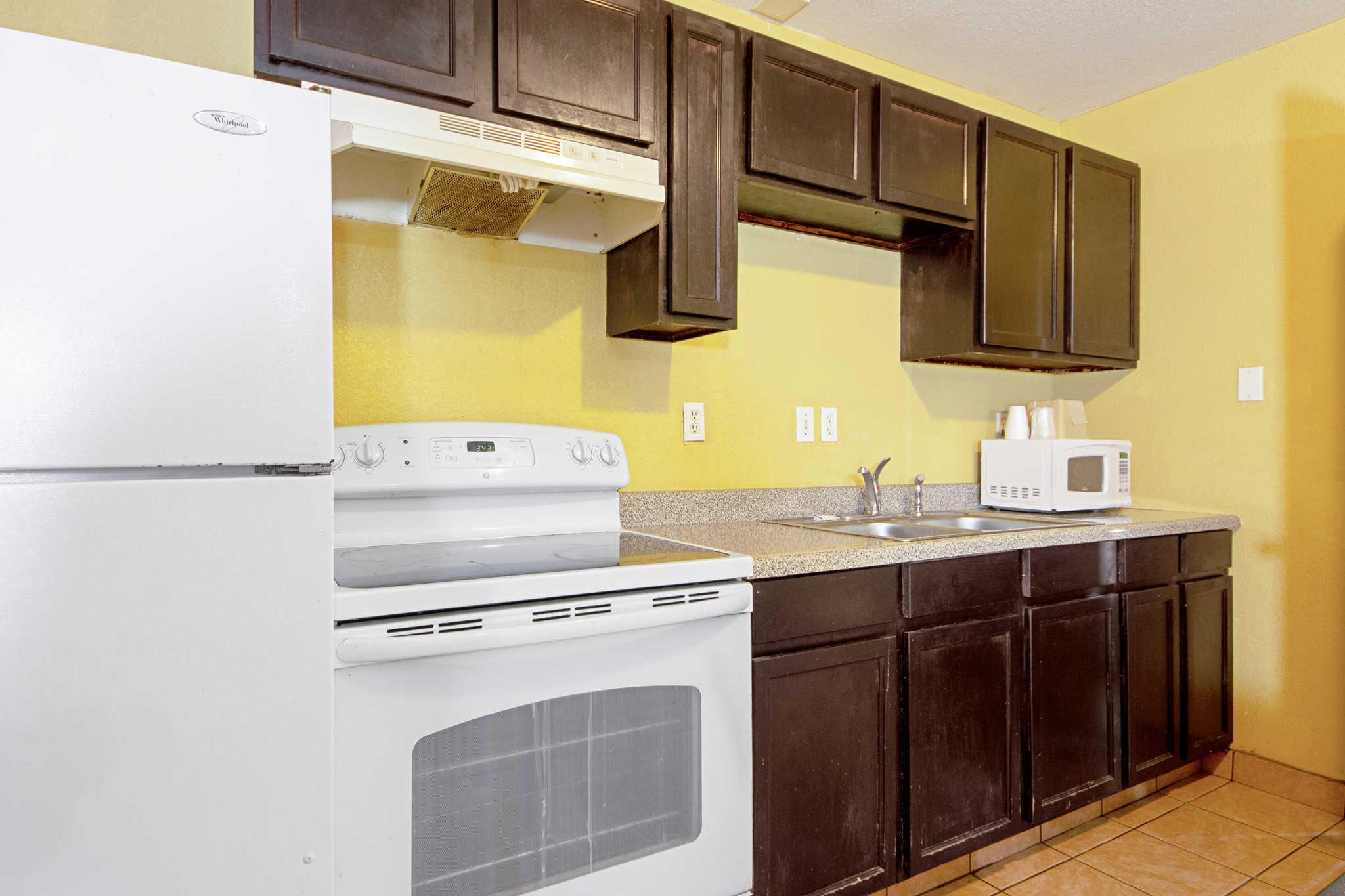 Rodeway Inn & Suites image 34