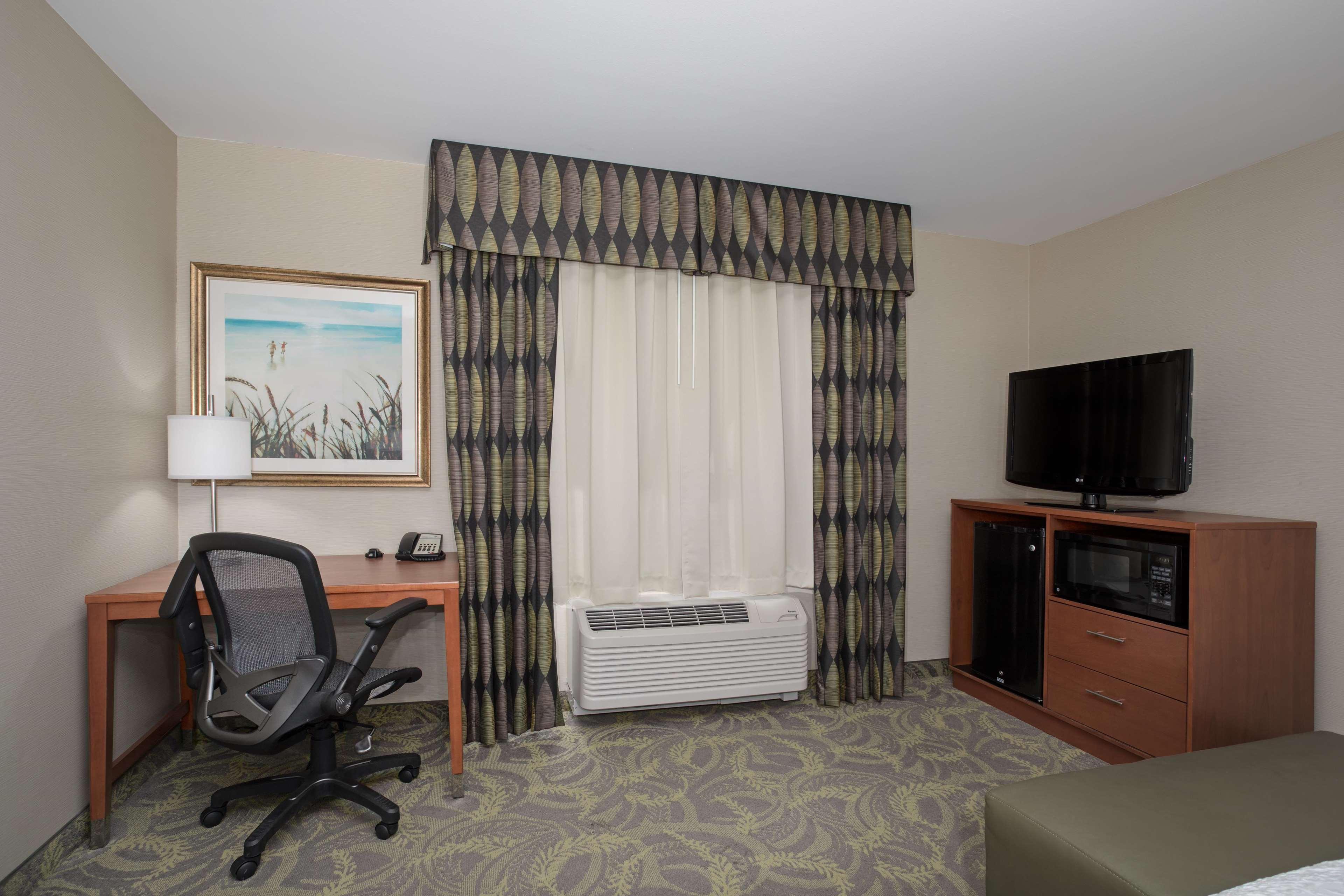 Hampton Inn & Suites Astoria image 50