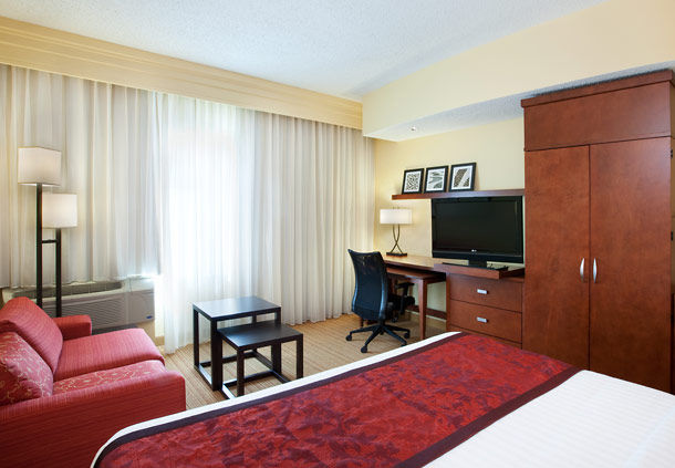 Courtyard by Marriott Houston Pearland image 2