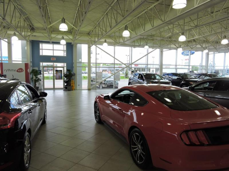 Chartrand Ford (Ventes) Inc à Laval: Chartand Ford Showroom