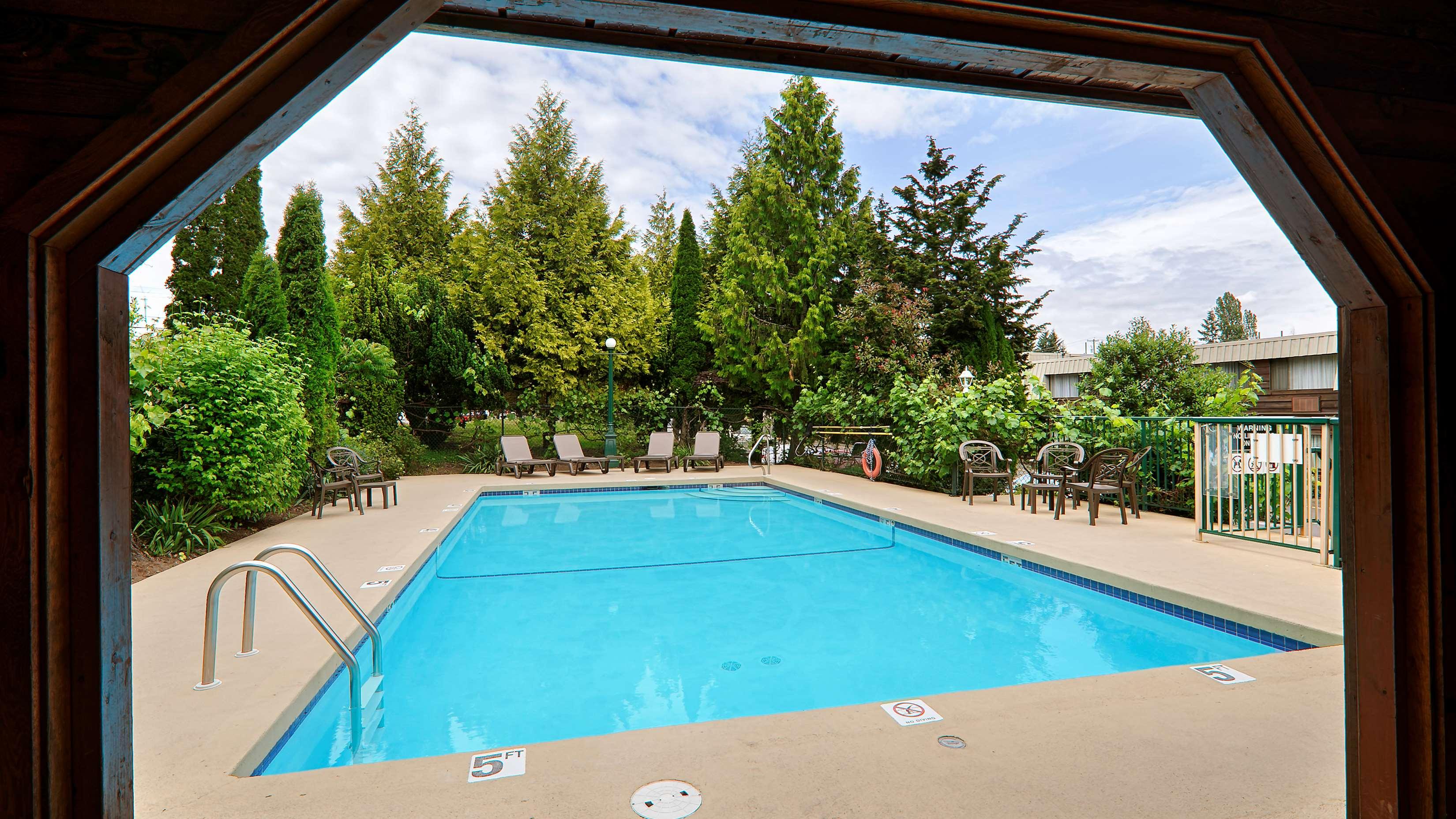 Best Western Cowichan Valley Inn in Duncan: Outdoor Pool