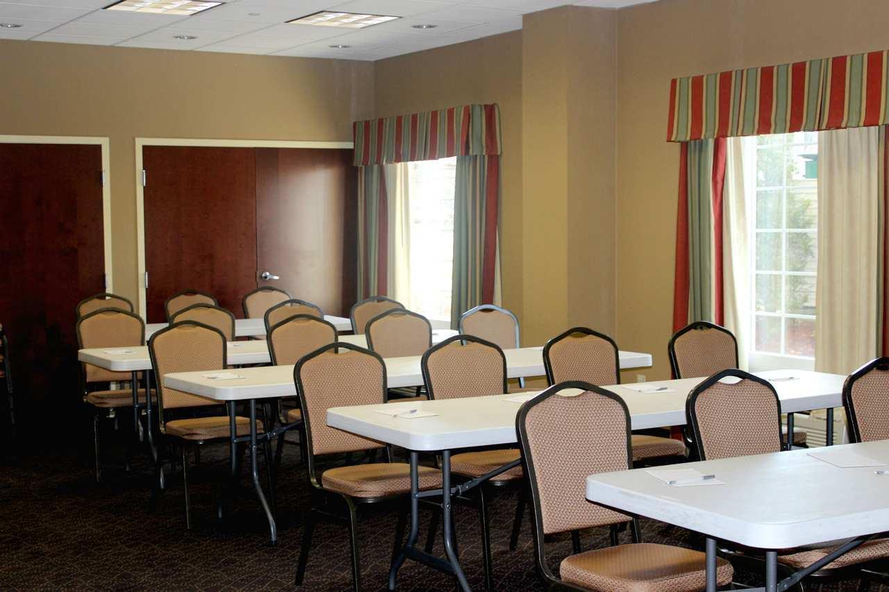 Hampton Inn & Suites Greenfield image 22