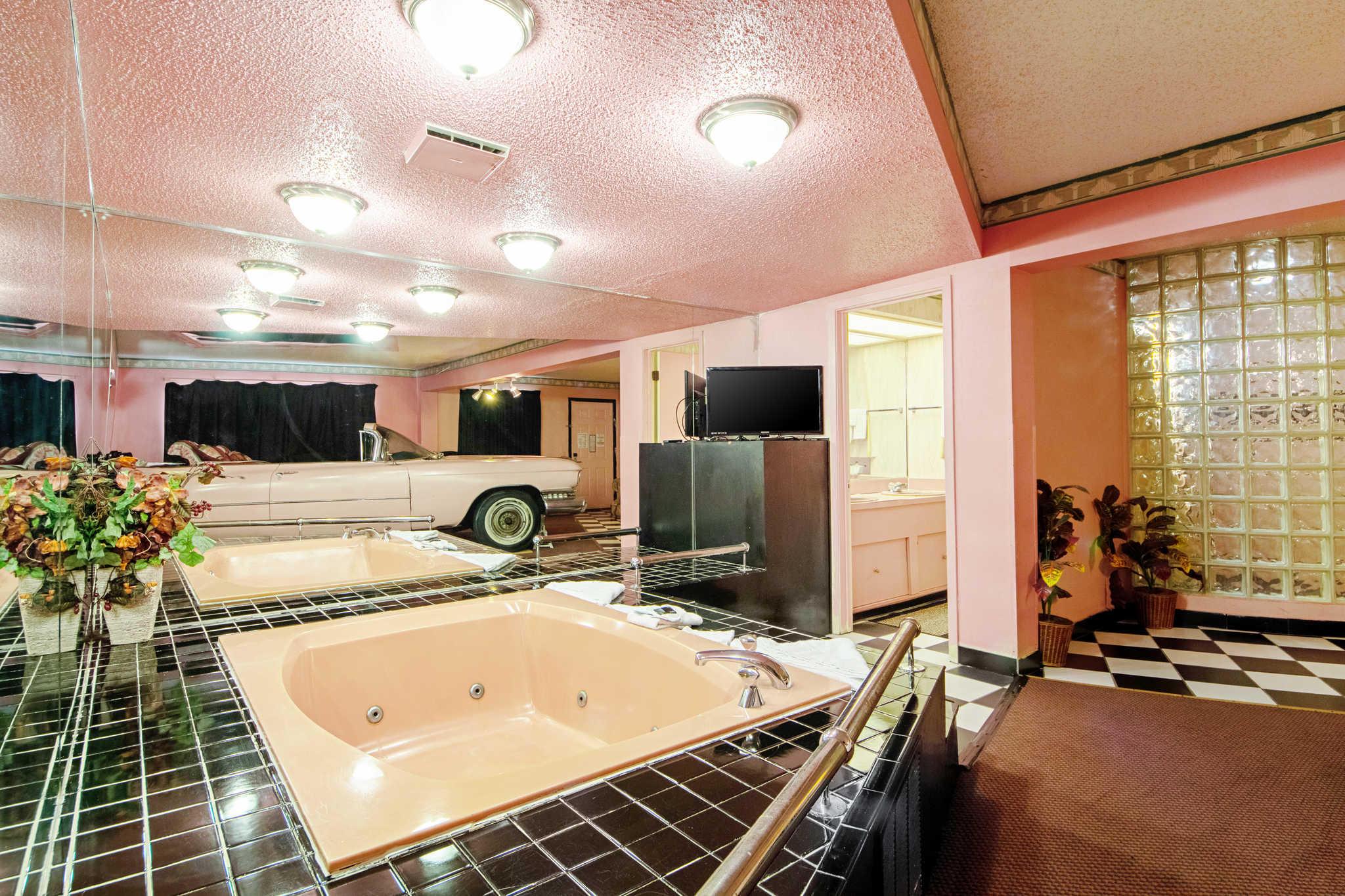 Rodeway Inn & Suites image 37