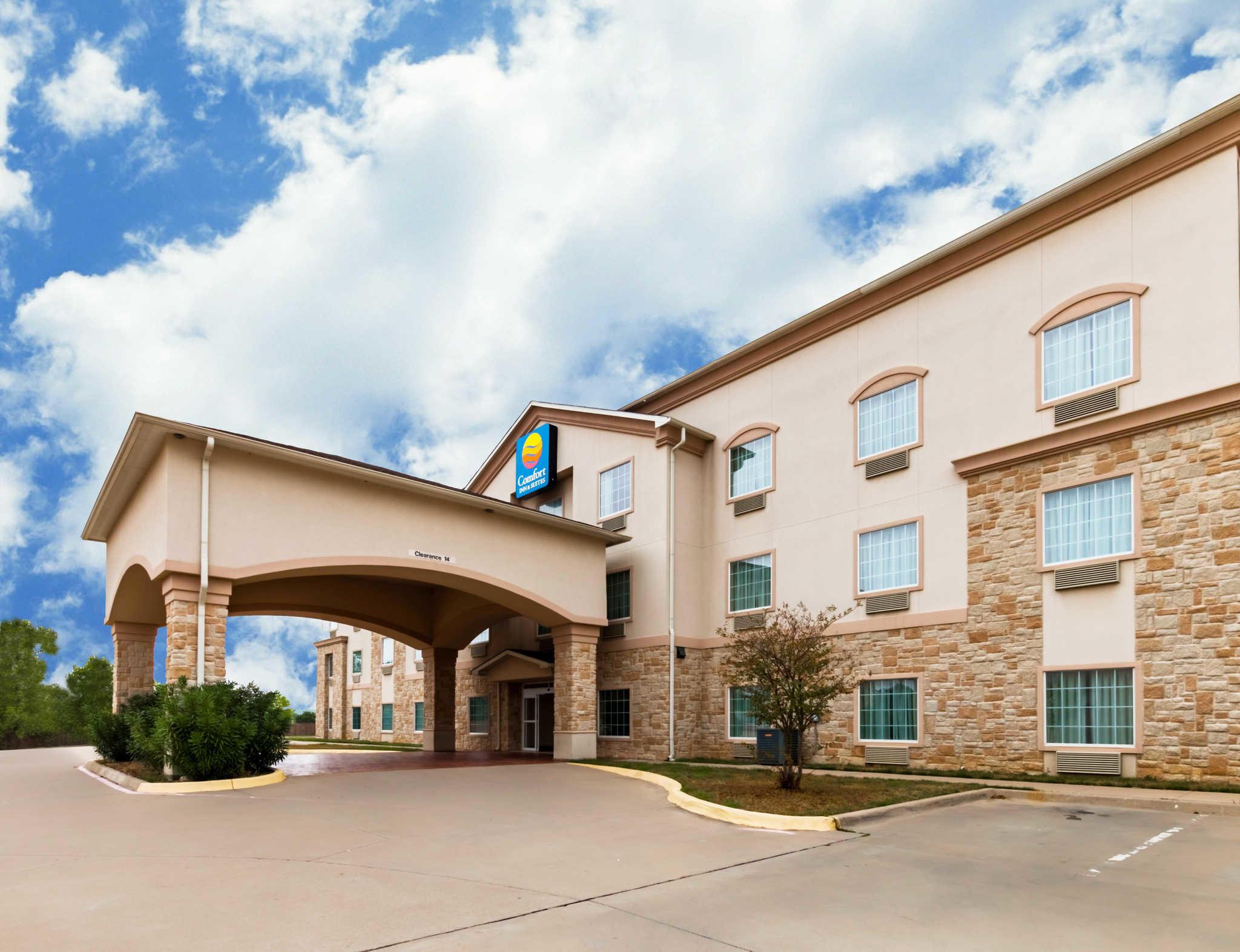 Comfort Inn & Suites near Comanche Peak image 0