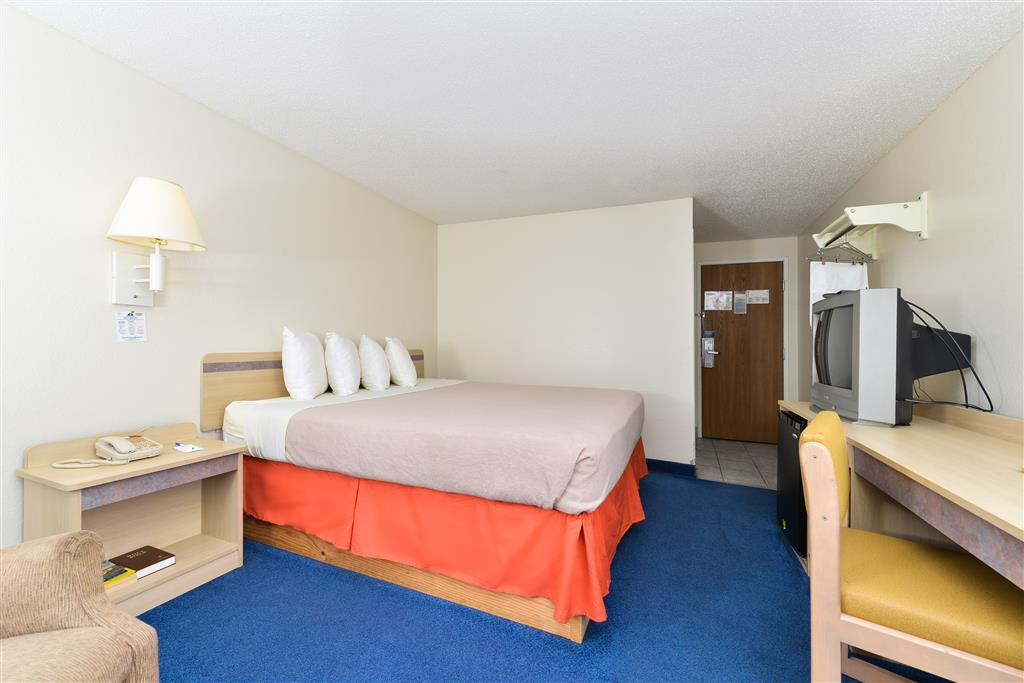 Americas Best Value Inn Jefferson City image 5