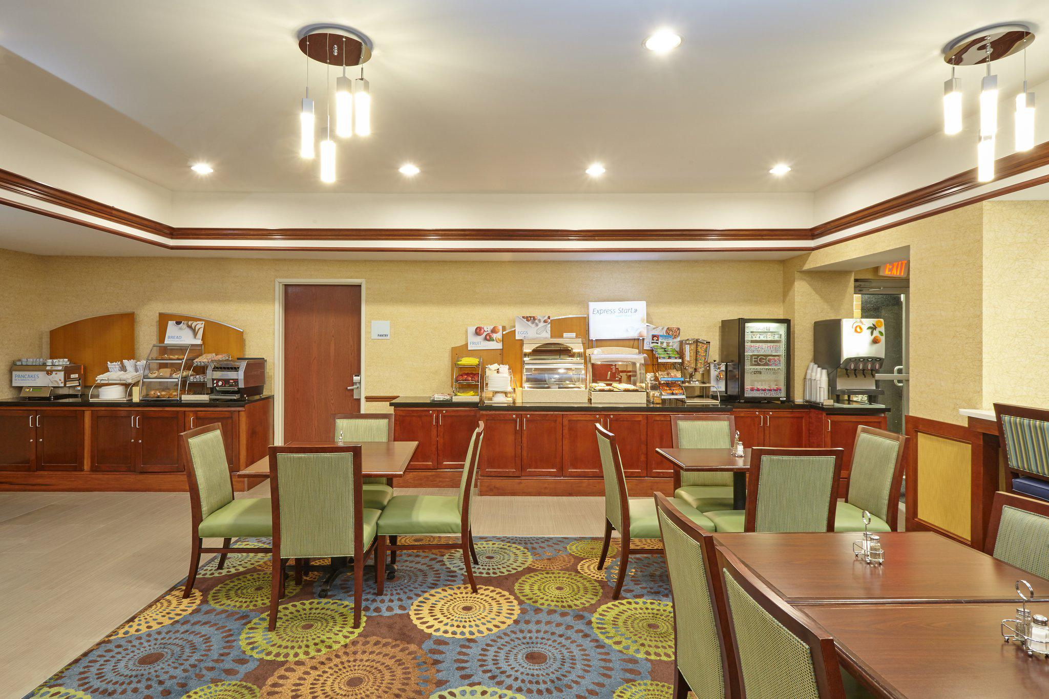 Holiday Inn Express & Suites Grand Rapids - South in Grand Rapids, MI, photo #8