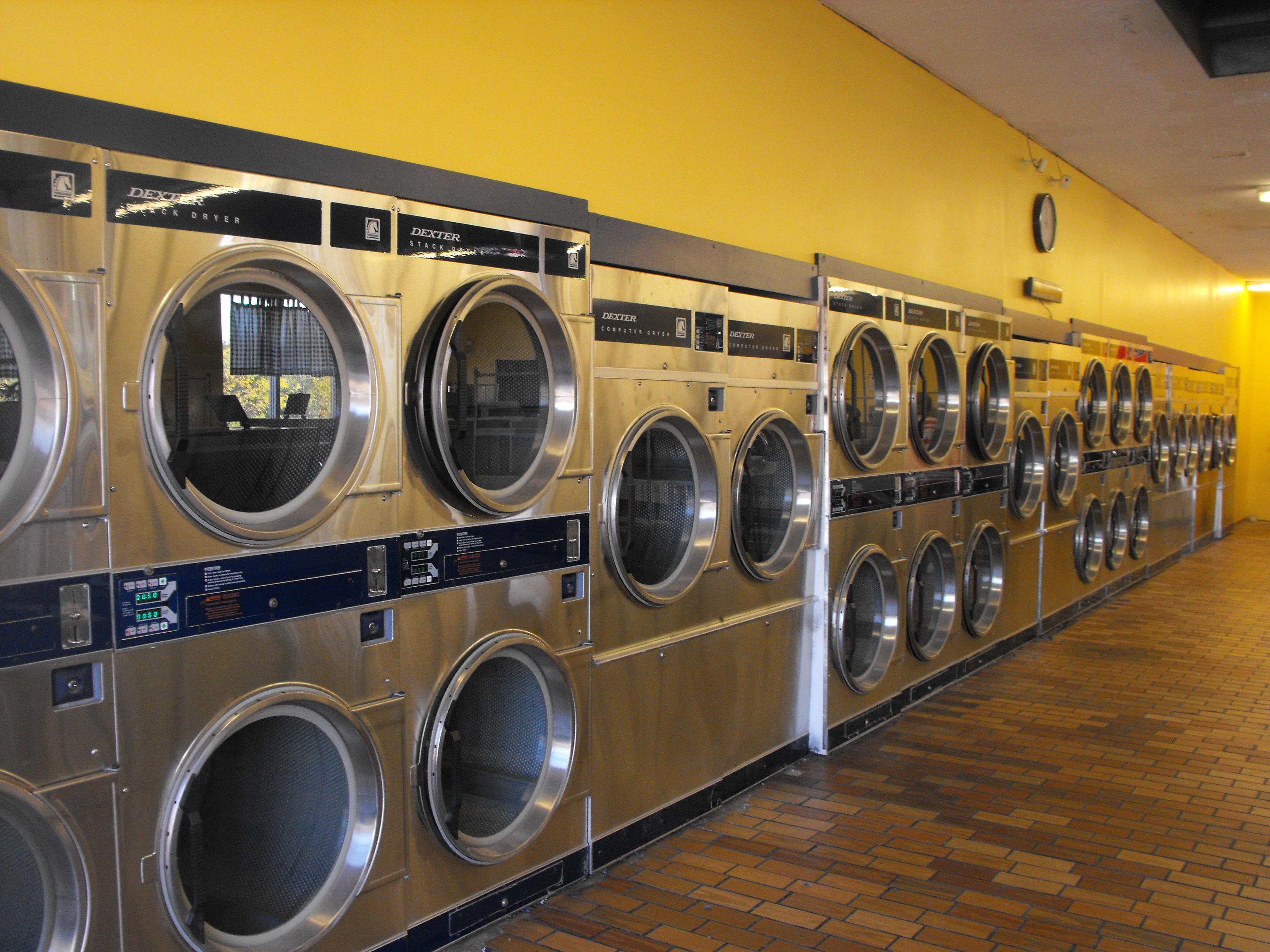 Vandalia Coin Laundry and Car Wash image 4