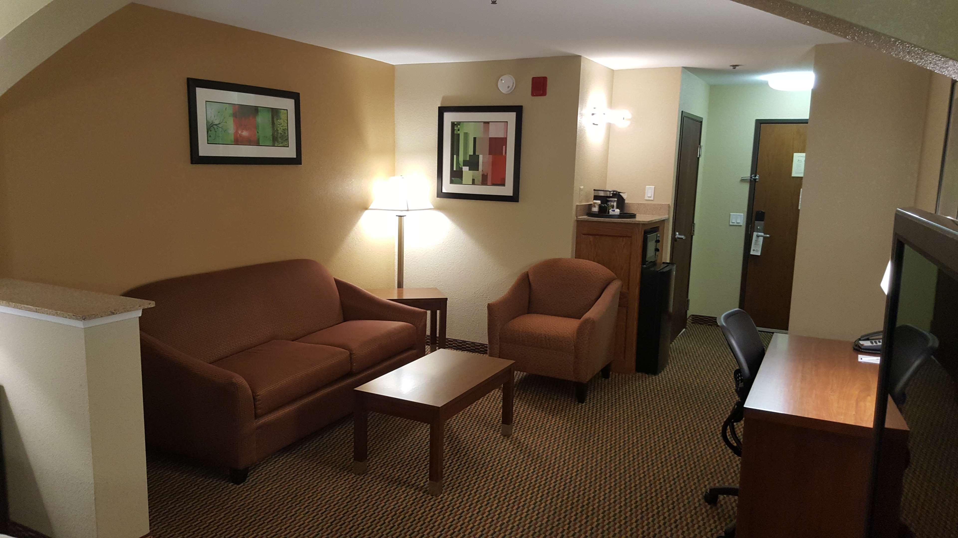 Best Western Plus Airport Inn & Suites image 17