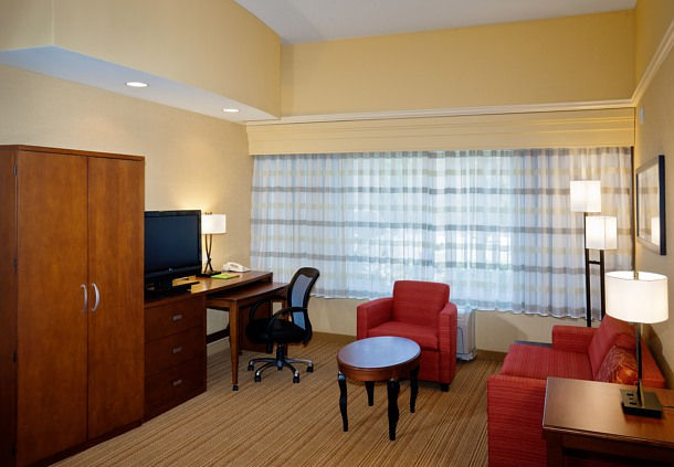 Courtyard by Marriott Ventura Simi Valley image 5