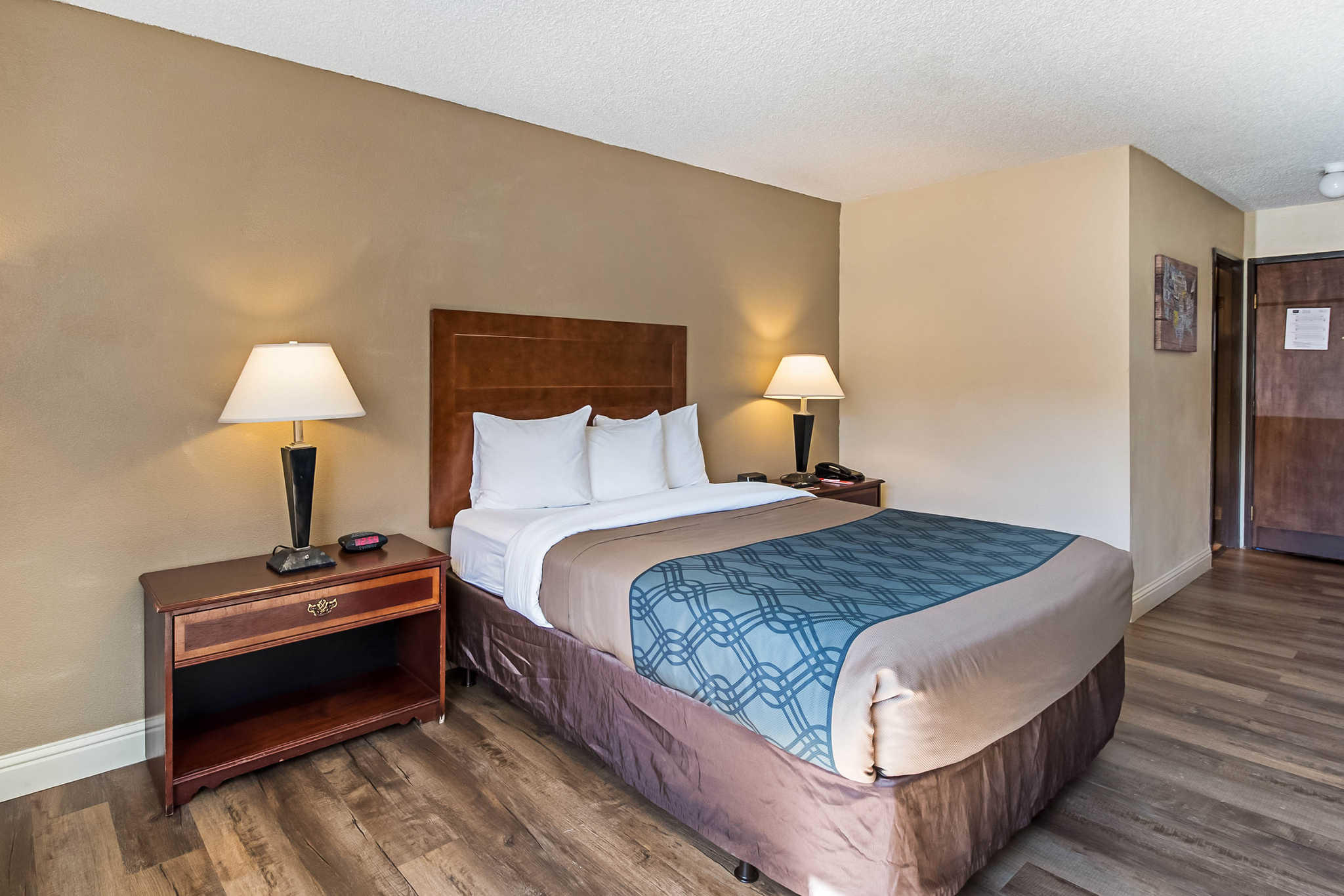 Econo Lodge Inn & Suites Yuba City - Marysville image 12