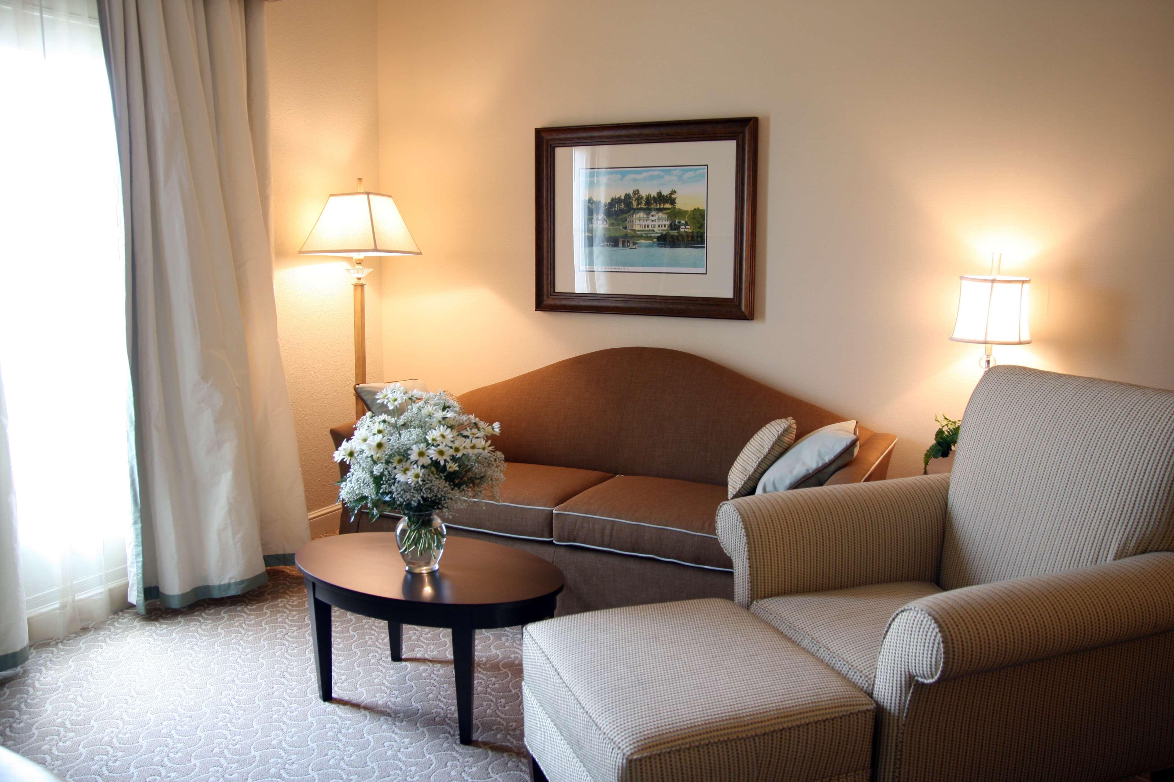Hampton Inn & Suites Charlotte/South Park at Phillips Place image 17