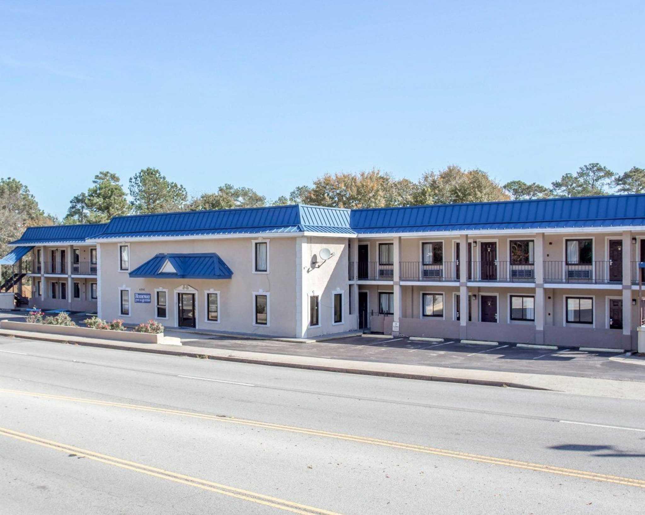Rodeway Inn & Suites Fort Jackson image 1