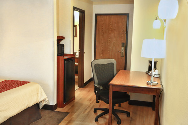 TownHouse Hotel Grand Forks image 4