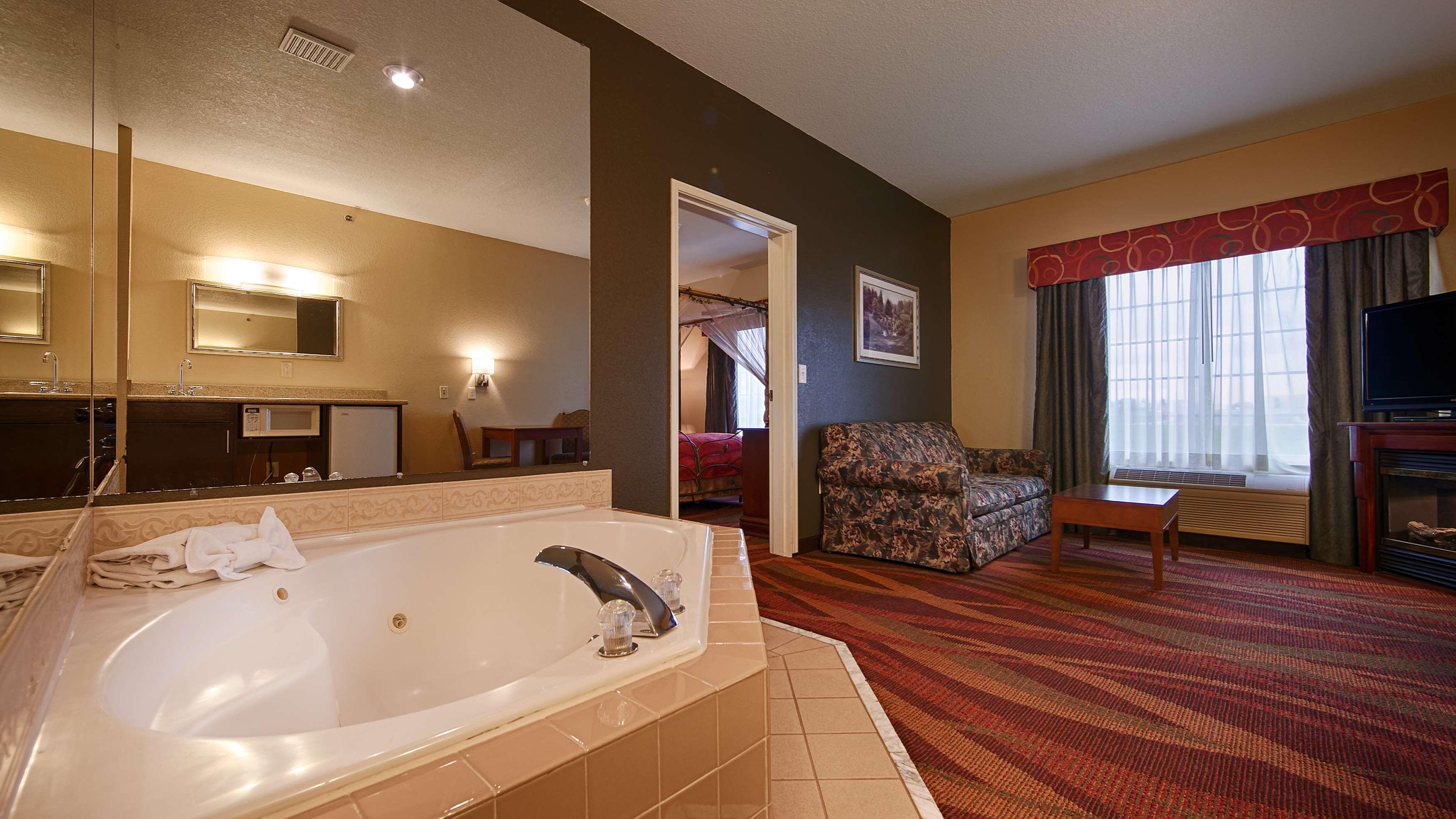 Best Western Plus Fort Wayne Inn & Suites North image 16