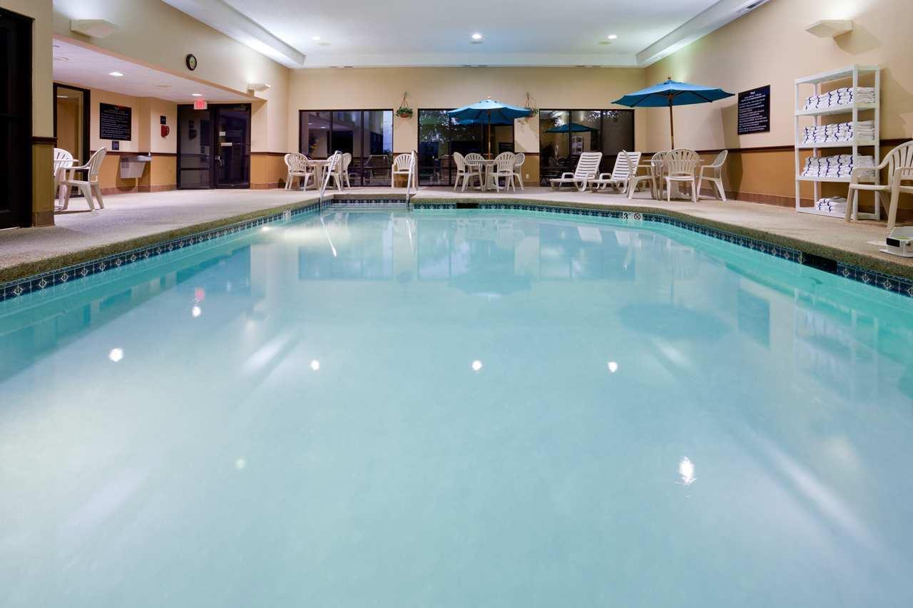 Hampton Inn Cedar Rapids image 3