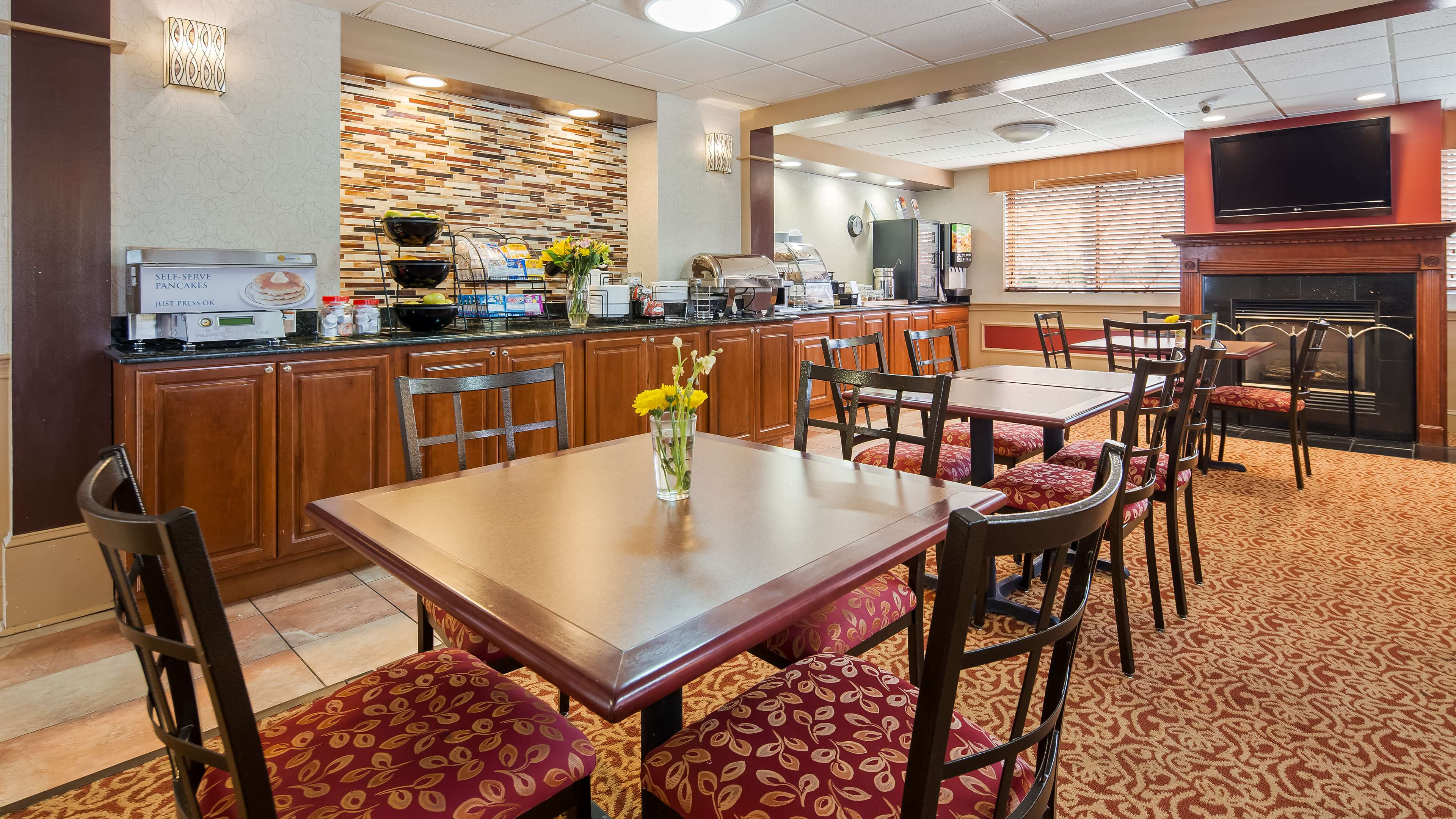 Best Western Plus The Inn at Sharon/Foxboro image 3