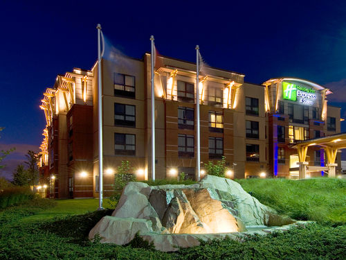 Holiday Inn Express & Suites Riverport Richmond in Richmond