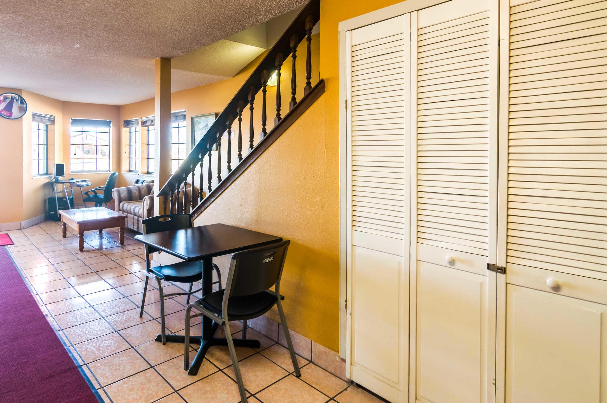 Econo Lodge image 25
