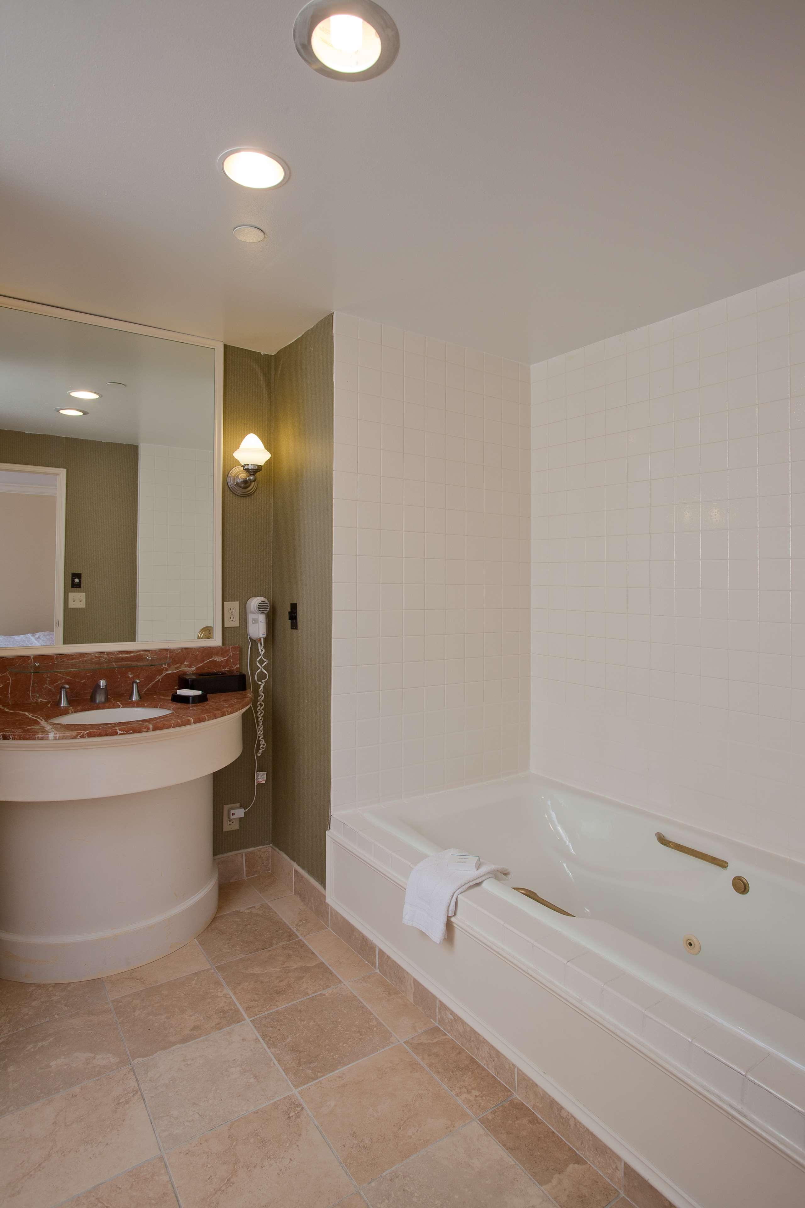 Hampton Inn & Suites Stamford image 26