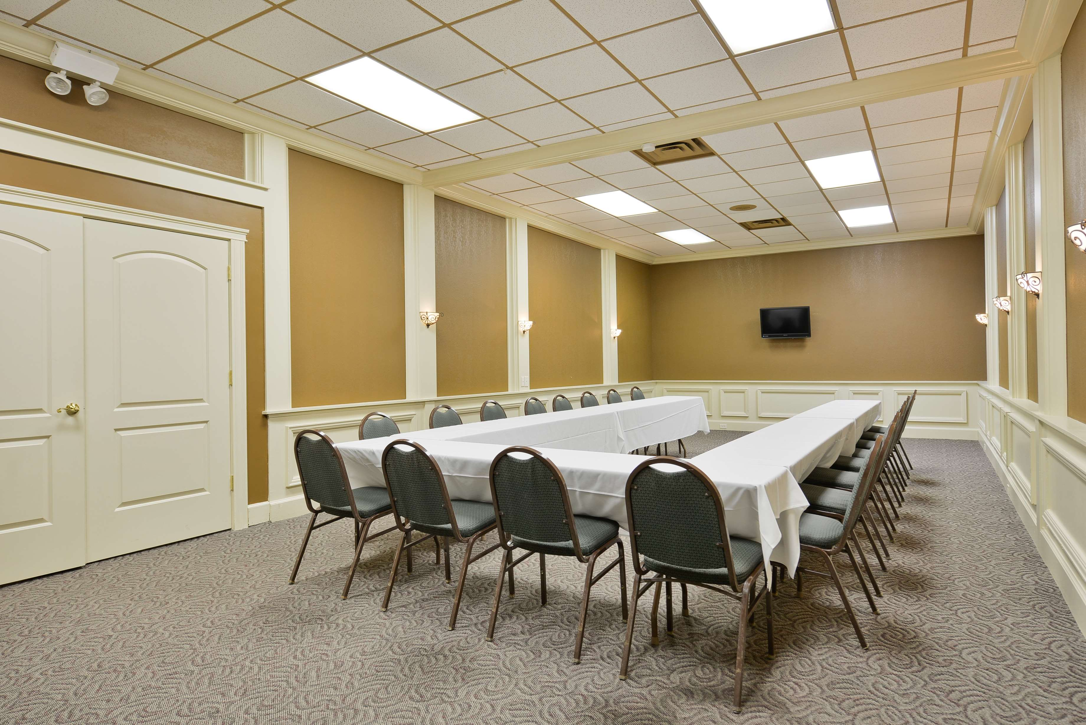 Best Western Green Bay Inn Conference Center image 47