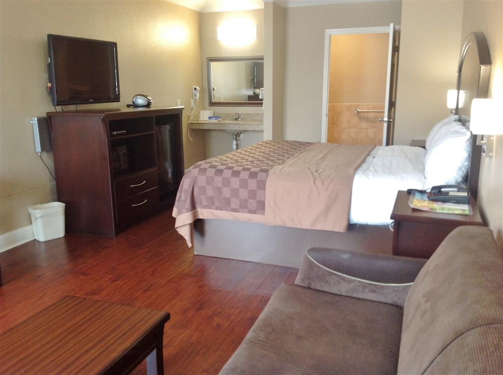 Americas Best Value Inn & Suites - Houston/Tomball Parkway image 9
