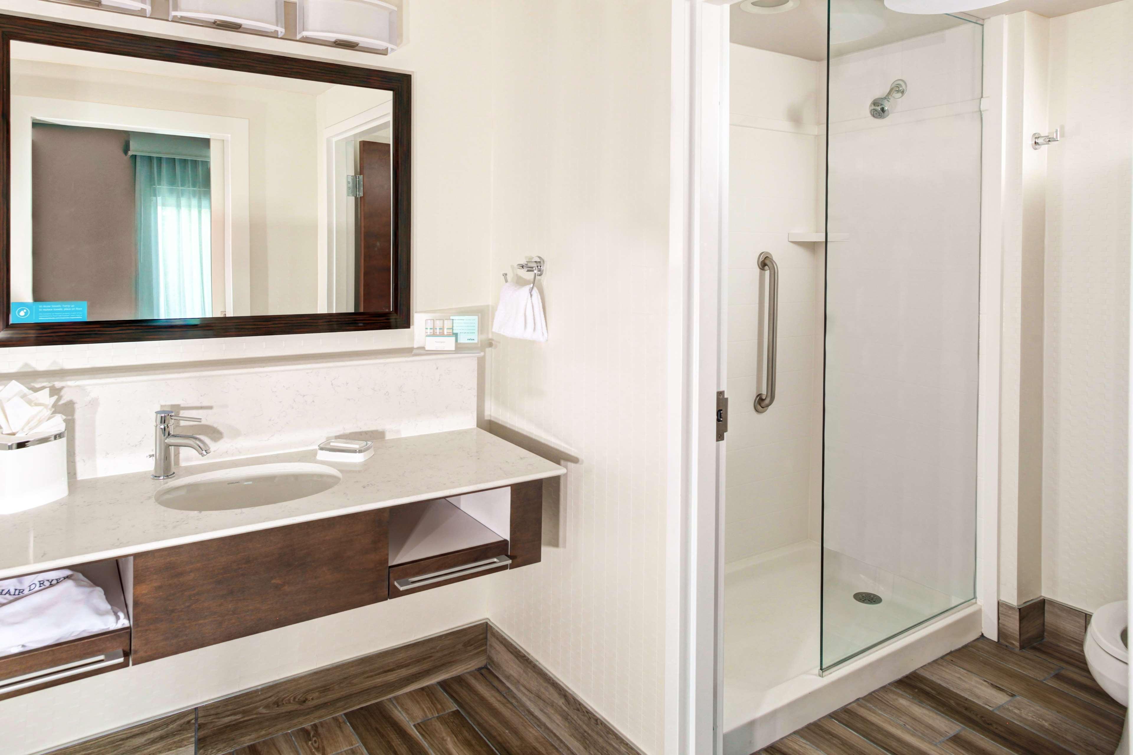 Hampton Inn & Suites by Hilton Atlanta Perimeter Dunwoody image 11