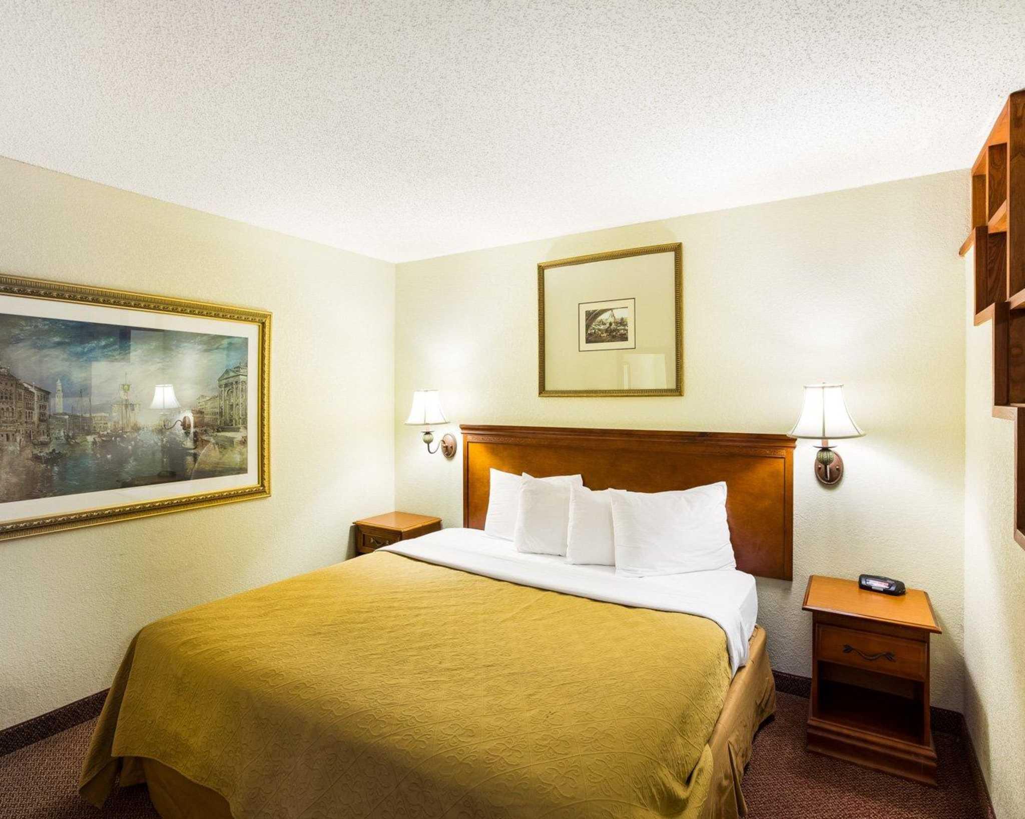 Rodeway Inn & Suites Fiesta Park image 36