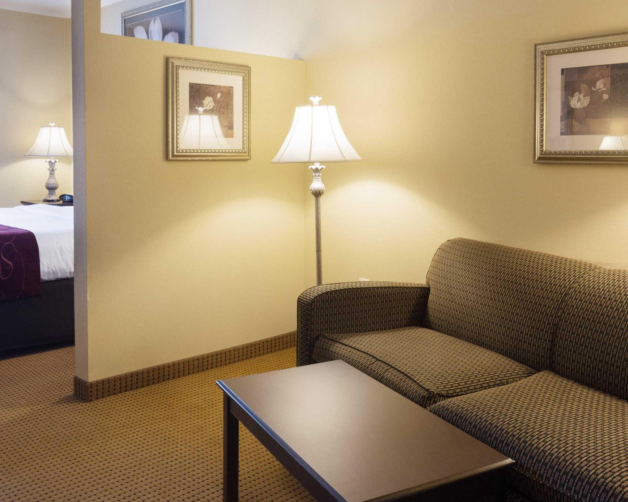 Comfort Suites Fredericksburg North image 22