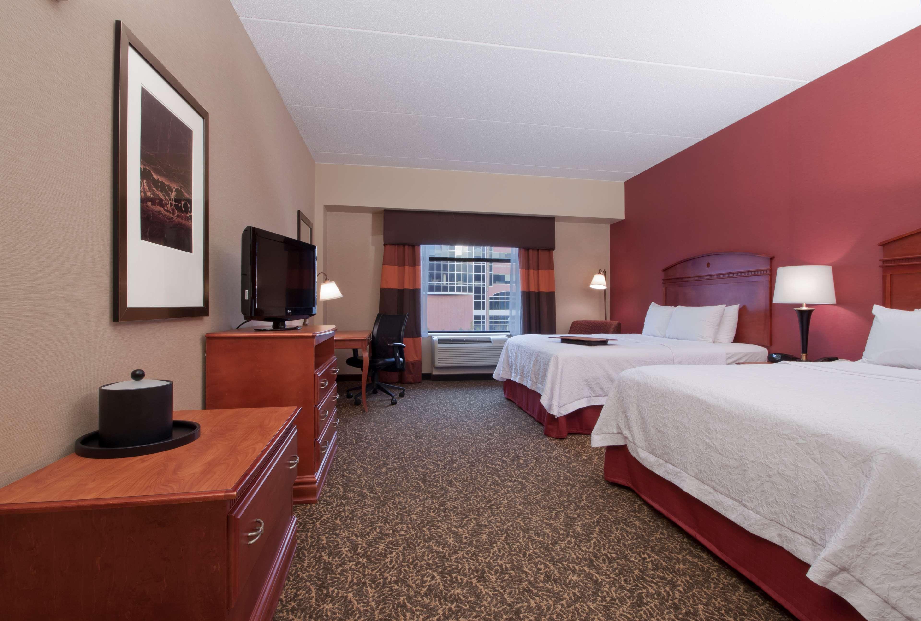 Hampton Inn & Suites Pittsburgh-Downtown image 19