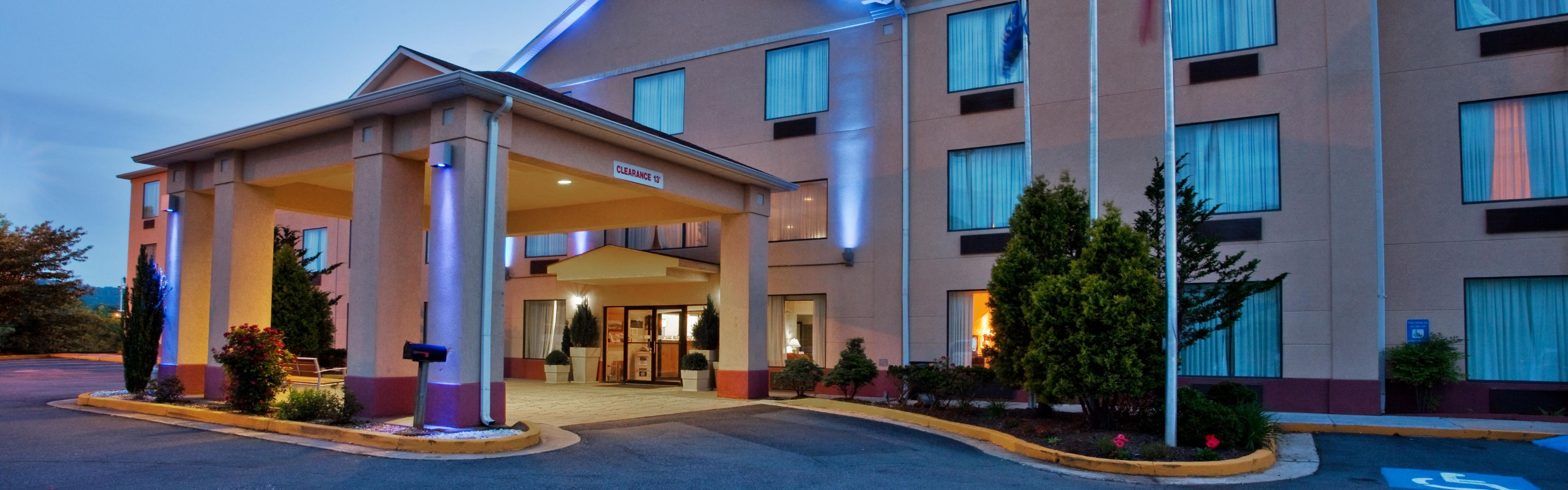 Holiday Inn Express & Suites Hiawassee image 0