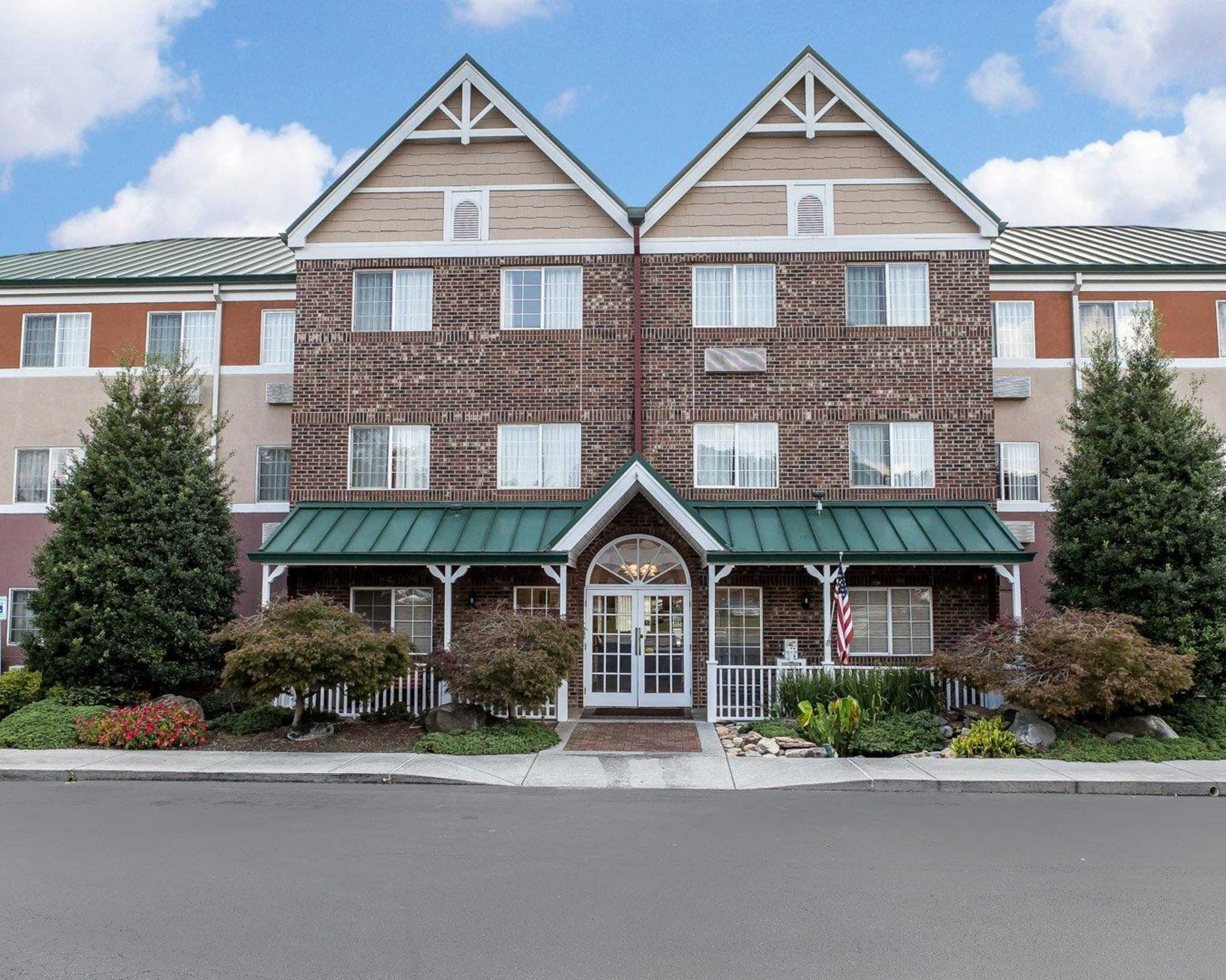 MainStay Suites Knoxville Airport image 0