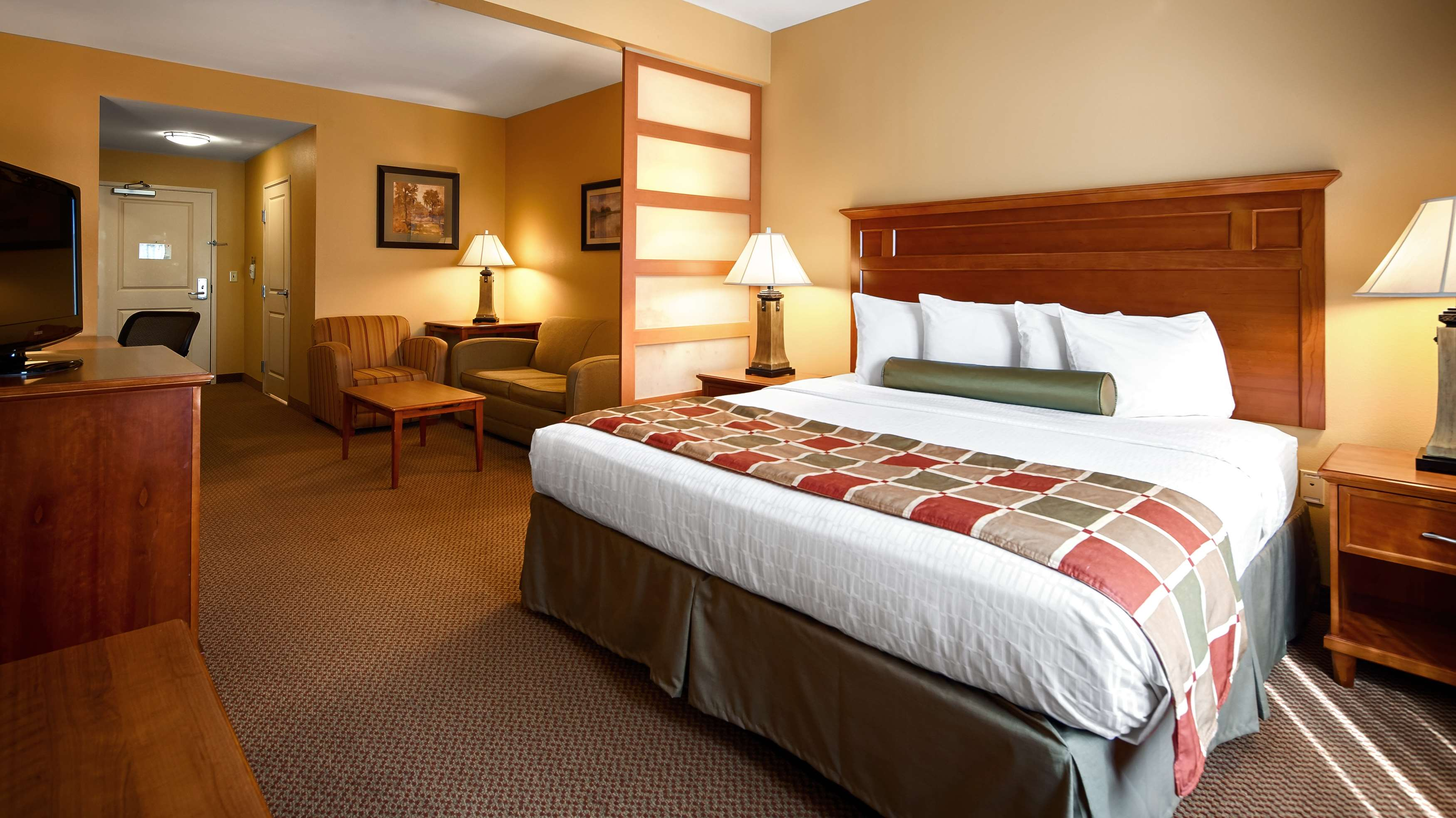 Best Western Plus University Park Inn & Suites image 11