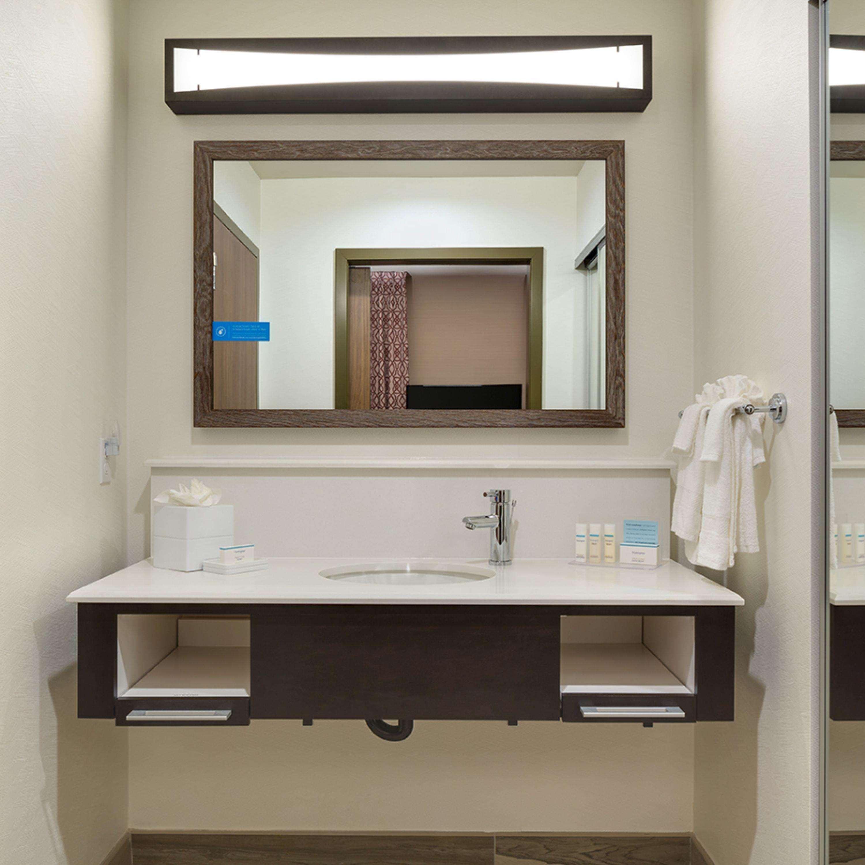 Hampton Inn & Suites Murrieta Temecula image 37