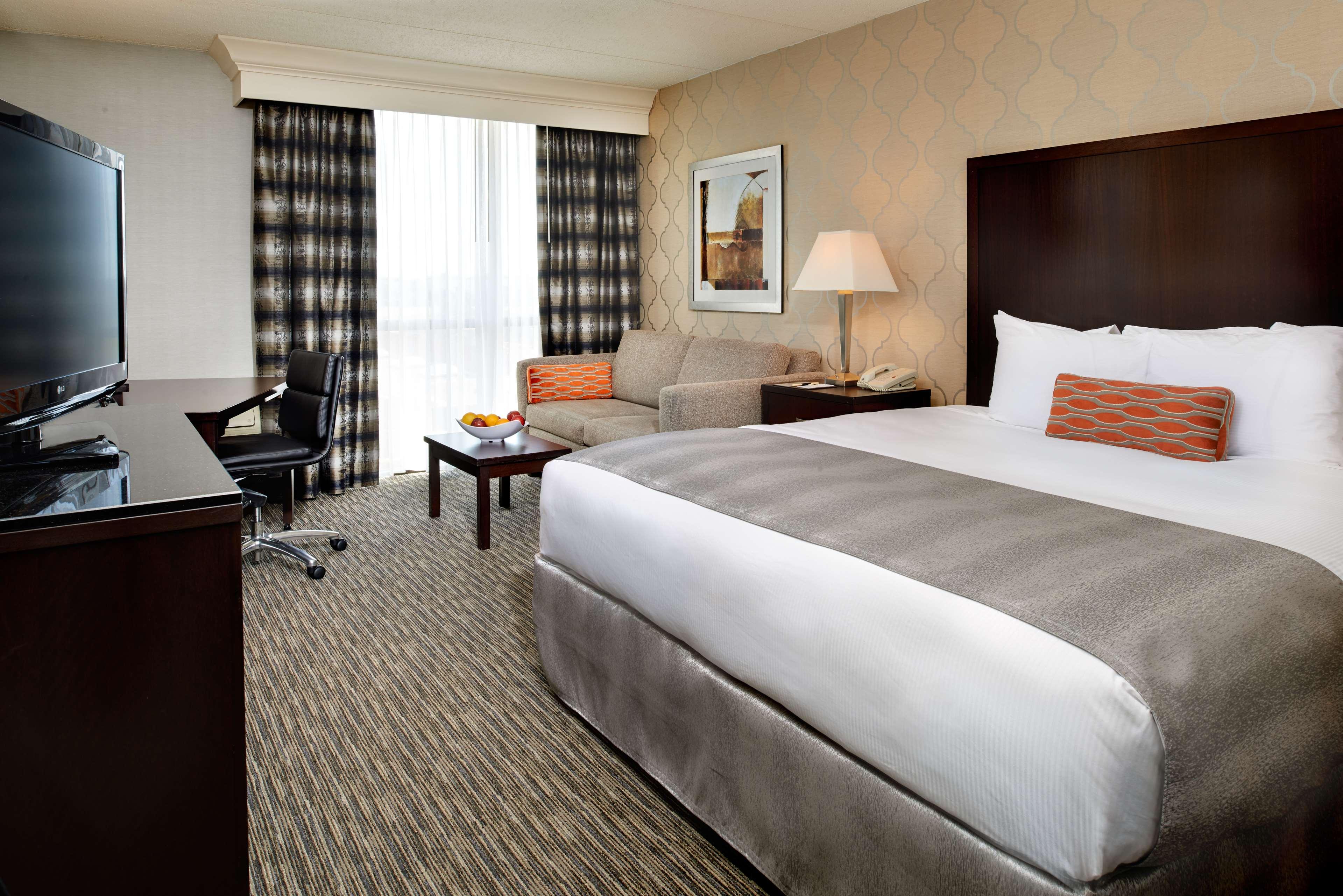 DoubleTree by Hilton Hotel Detroit - Dearborn image 17