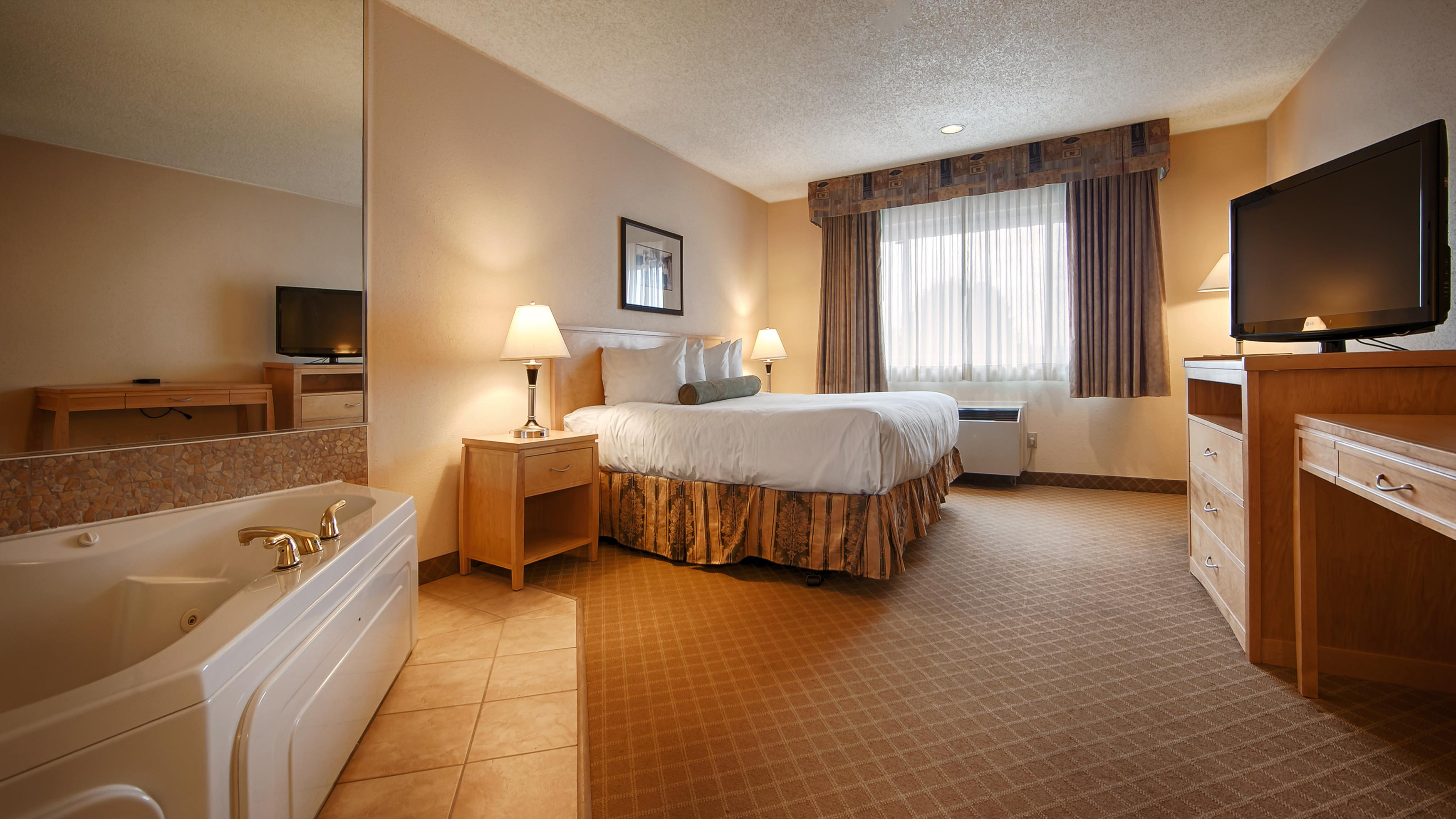 Best Western Chelsea Inn in Coquitlam: King Guest Room with Whirlpool