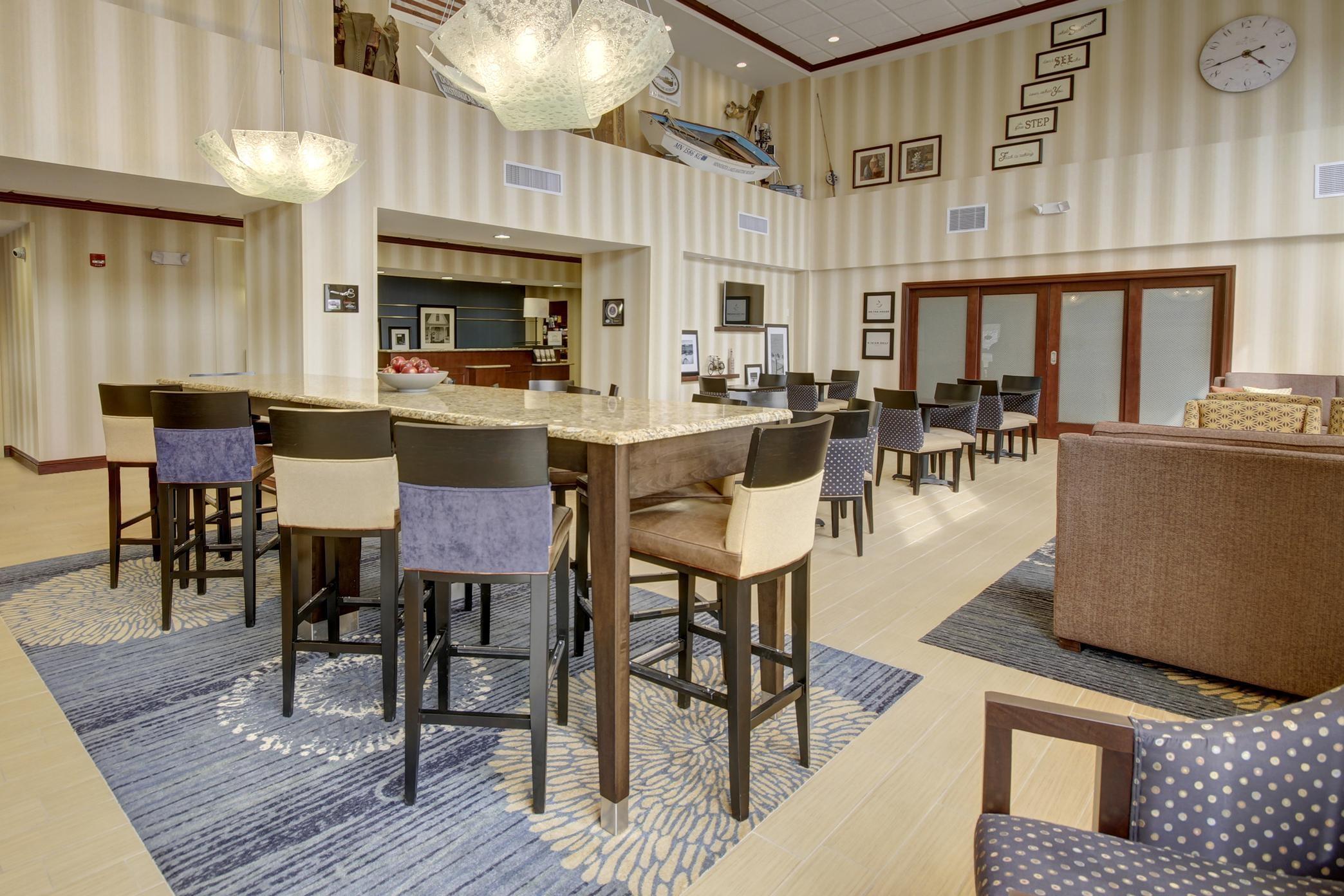 Hampton Inn & Suites Alexandria image 41