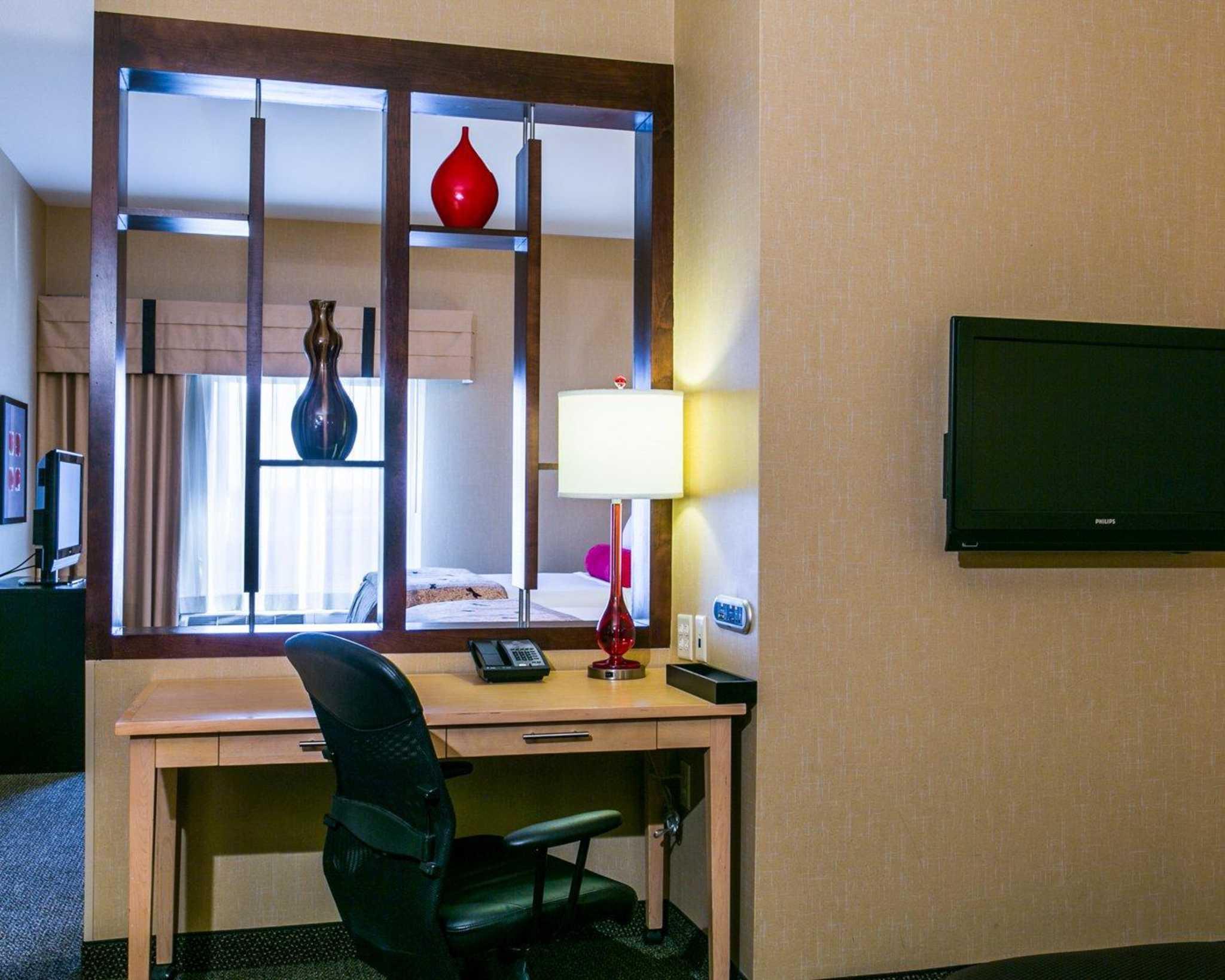 Cambria Hotel Denver International Airport image 7