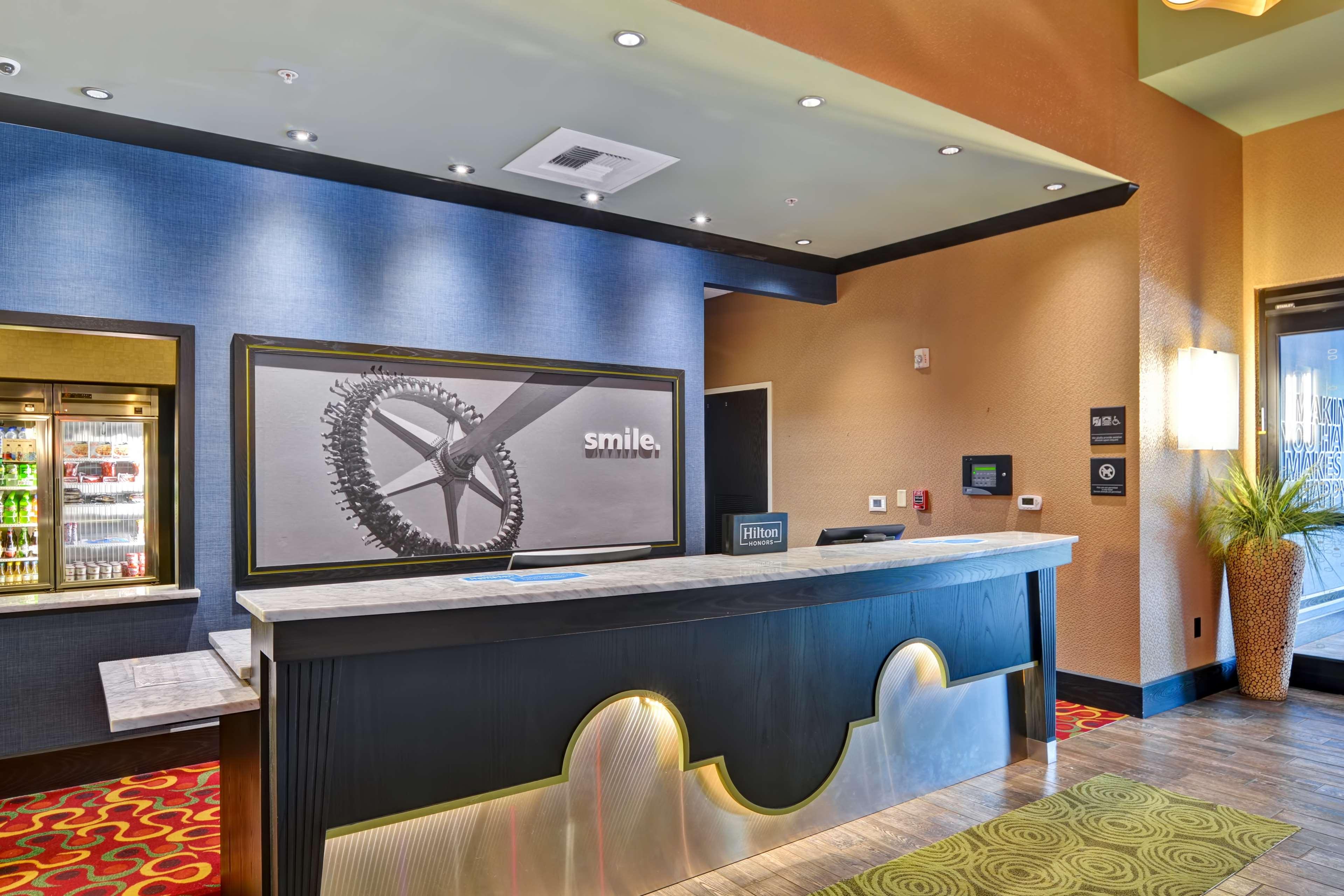 Hampton Inn & Suites Raleigh/Crabtree Valley image 8