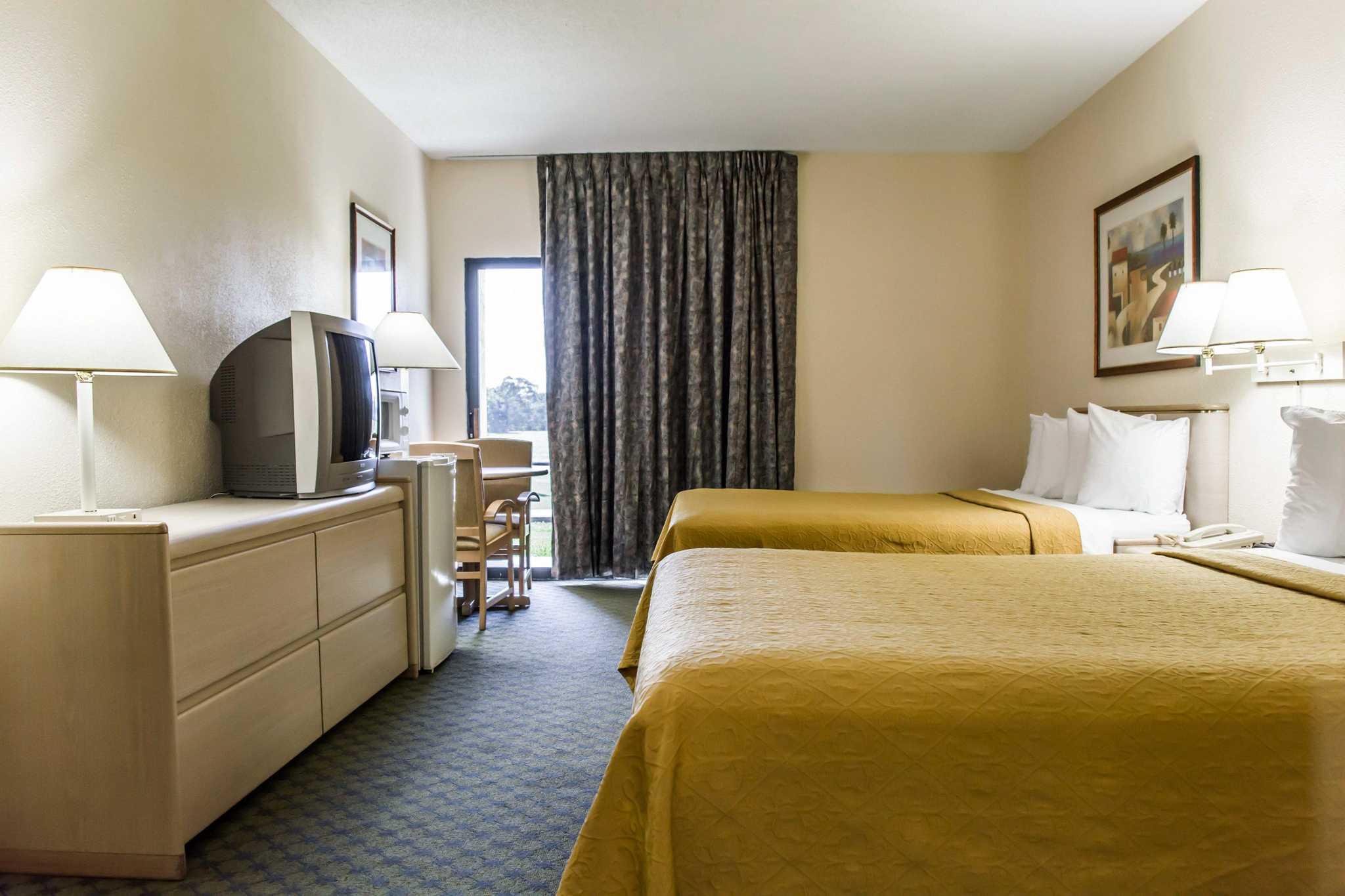 Quality Inn & Suites Golf Resort image 7